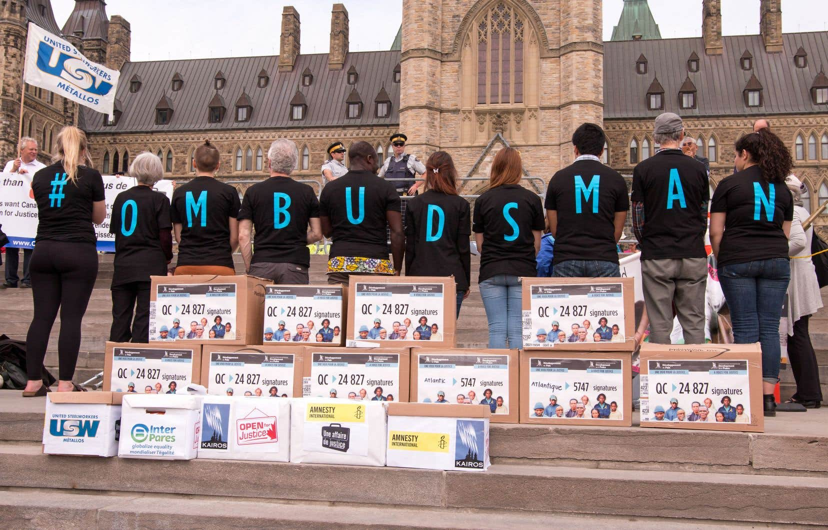 Au Canada, 500 000 personnes se sont mobilisées au cours des 10 dernières années pour réclamer la création du poste d'ombudsman. Ces militants se sont rassemblés à deux reprises sur la colline parlementaire à Ottawa pour faire pression sur le gouvernement fédéral.