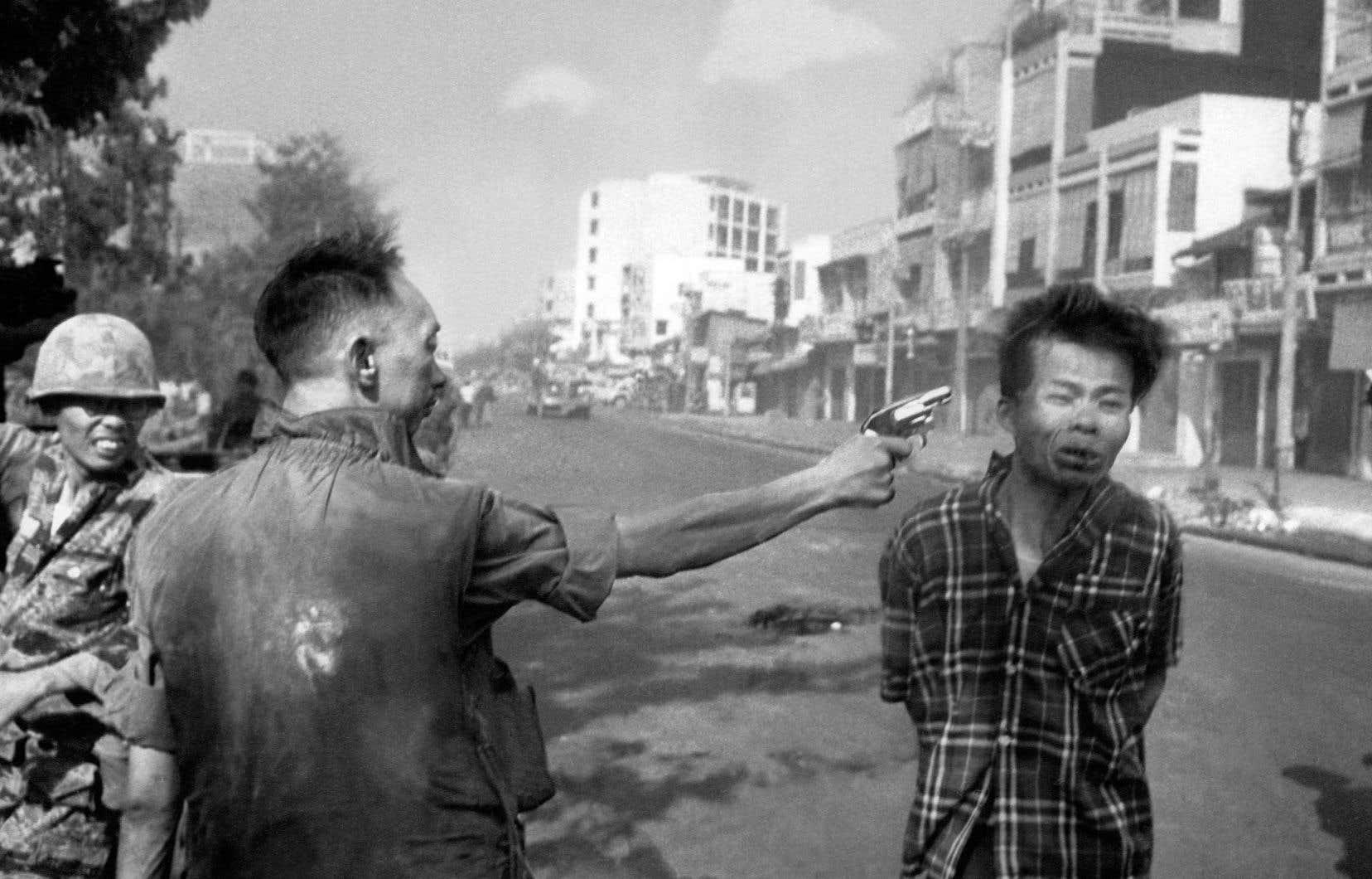 Le 1erfévrier 1968, un photographe d'Associated Press, Eddie Adams, a saisi la brutalité de la guerre du Vietnam, grâce à un cliché.