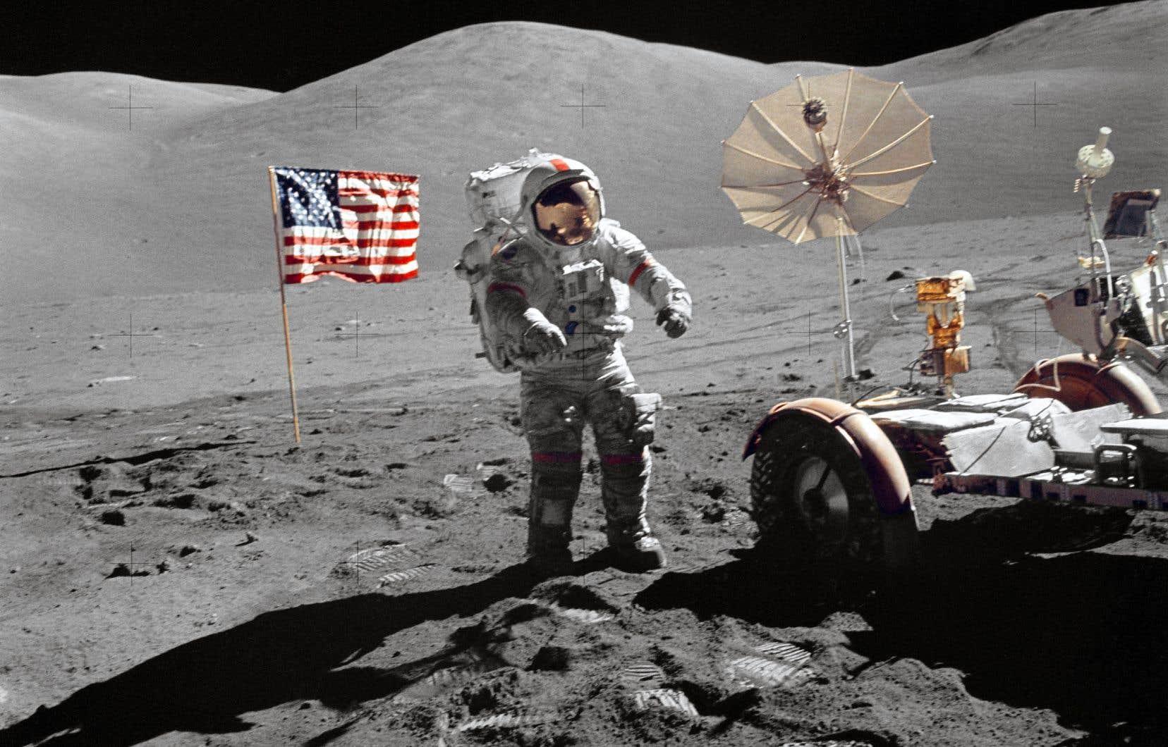 L'astronaute Eugene A. Cernan sur la Lune en décembre 1972 dans le cadre de la mission Apollo 17. Personne n'a remis le pied sur la Lune depuis cette époque.