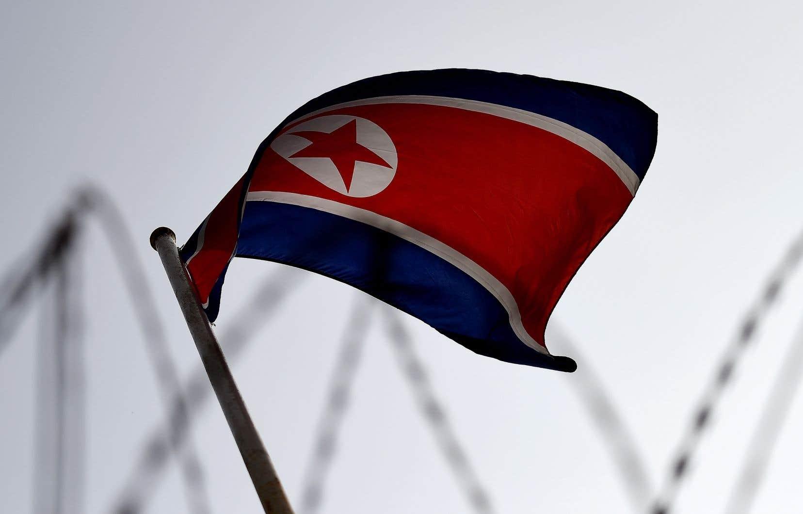 <p>En 2017, le Conseil de sécurité a imposé trois séries de sanctions économiques à la Corée du Nord qui touchent notamment ses exportations de charbon, de fer, sa pêche et son textile.</p>