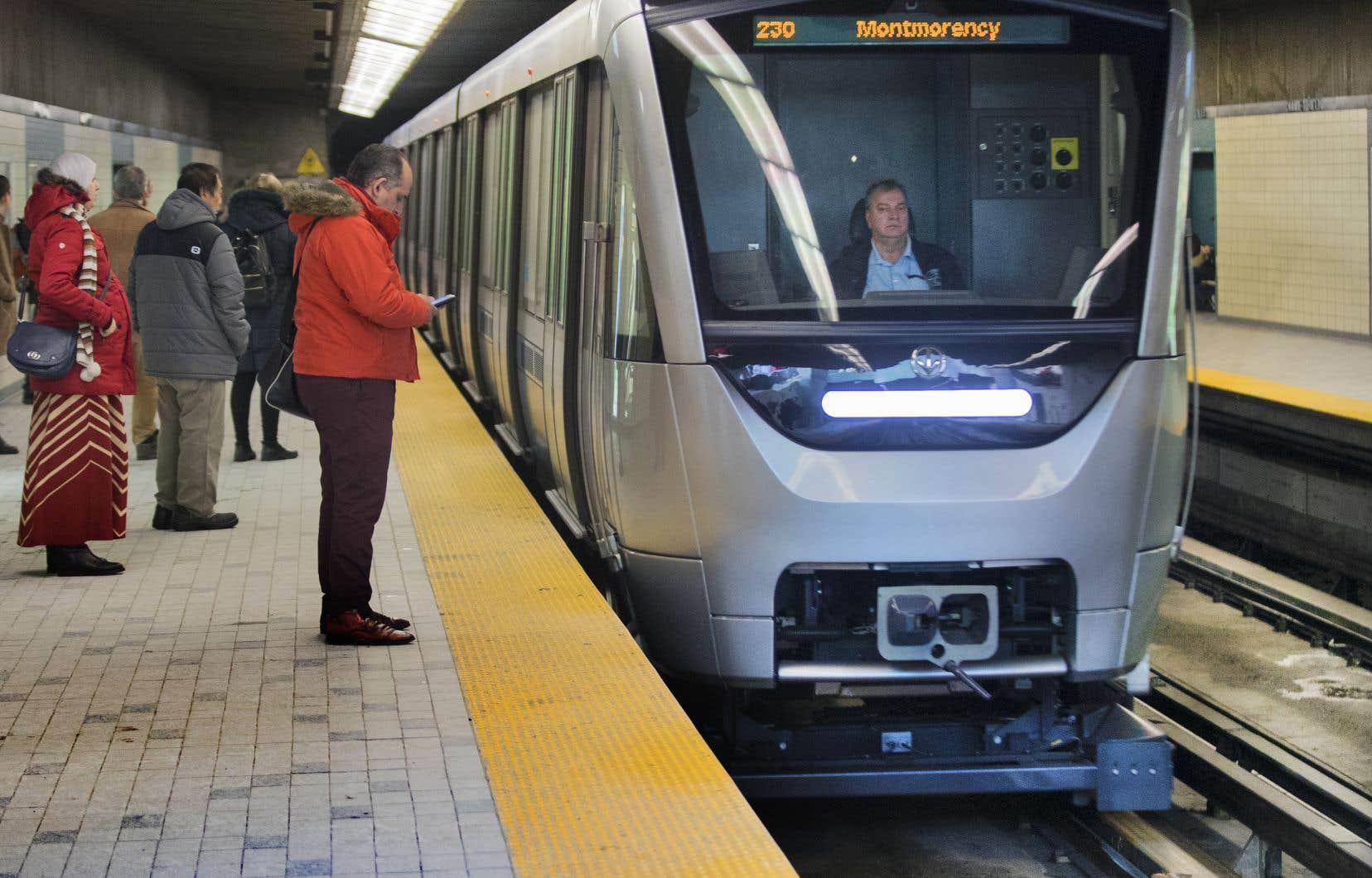 La STM disposera de 54 trains Azur, au lieu des 52 prévus au contrat.
