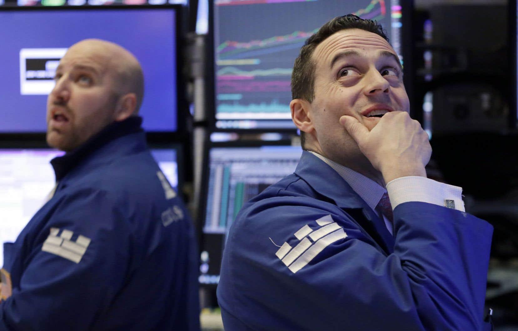 John Parisi et Michael Gagliano ont observé lundi la chute des indices boursiers à la Bourse de New York.