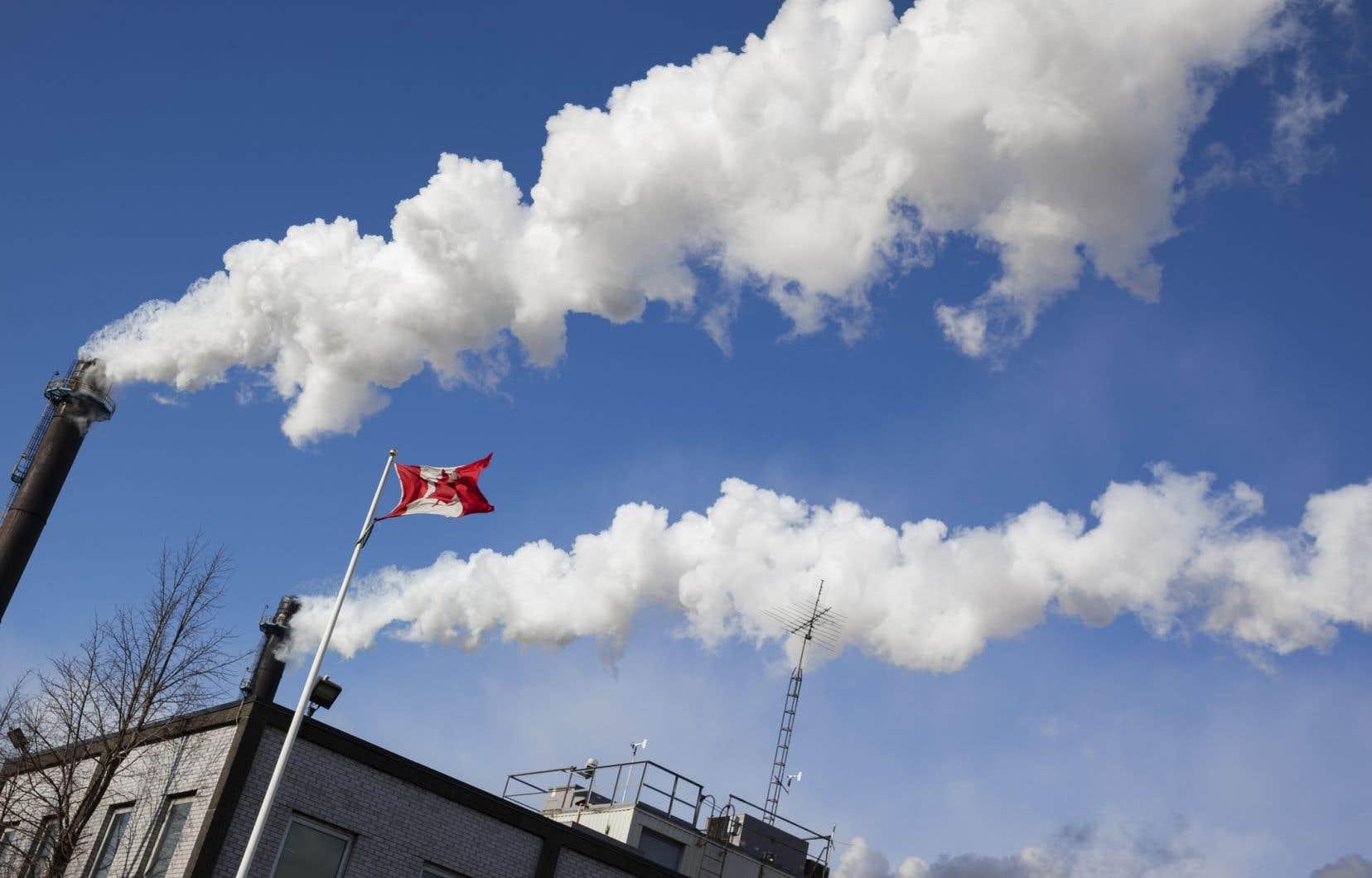 Le scientifique en chef du Québec, Rémi Quirion, a cité en exemple la cible non atteinte de 37,5% des émissions de gaz à effet de serre d'ici 2030.