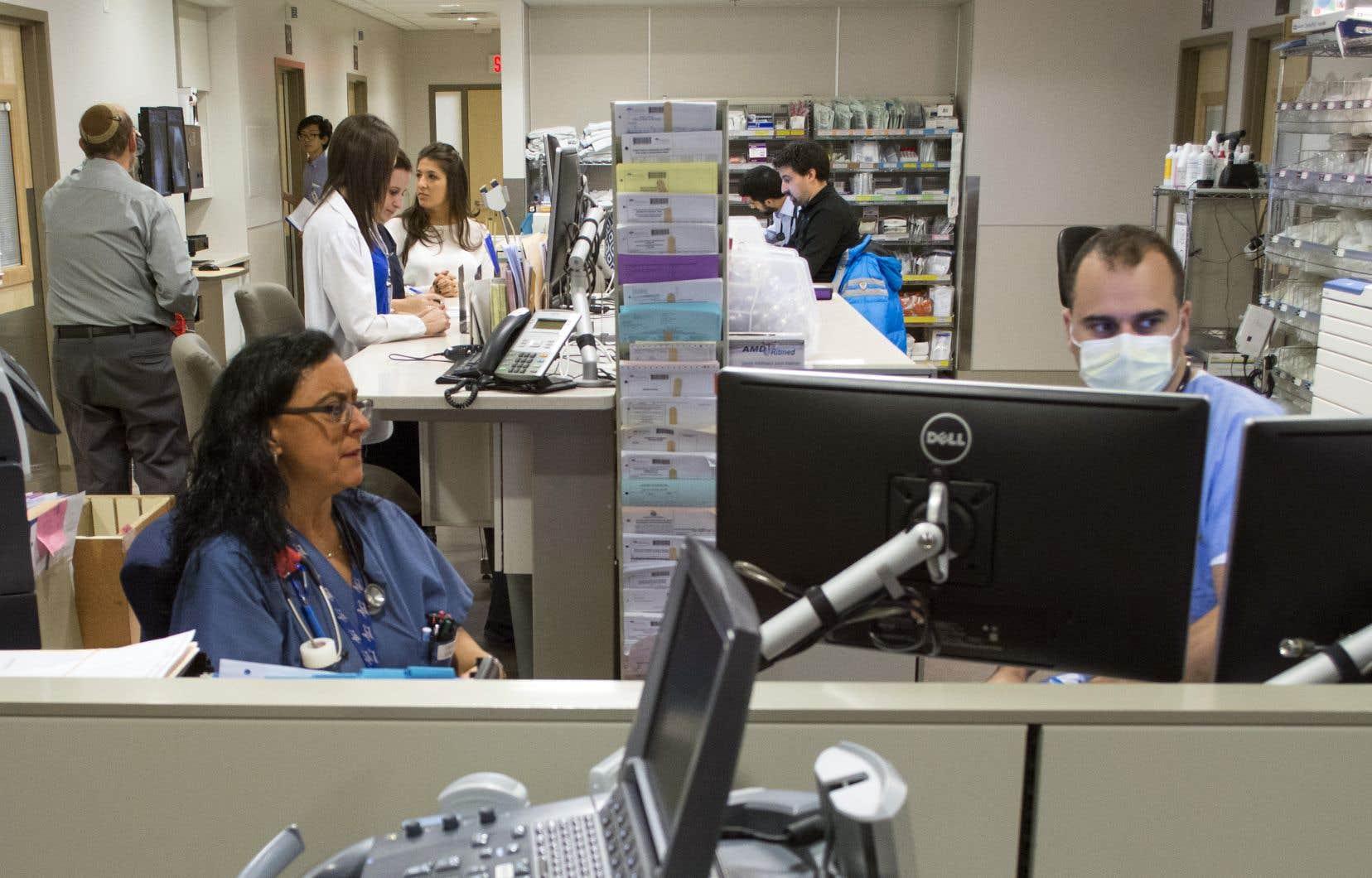 Chez les anglophones — au Québec, au Canada comme aux États-Unis —, il est courant de proposer des horaires de 12heures aux infirmières.