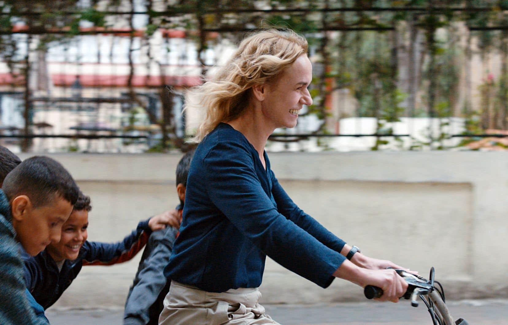 Sous les traits de Sandrine Bonnaire, Édith s'impose comme une héroïne forte.