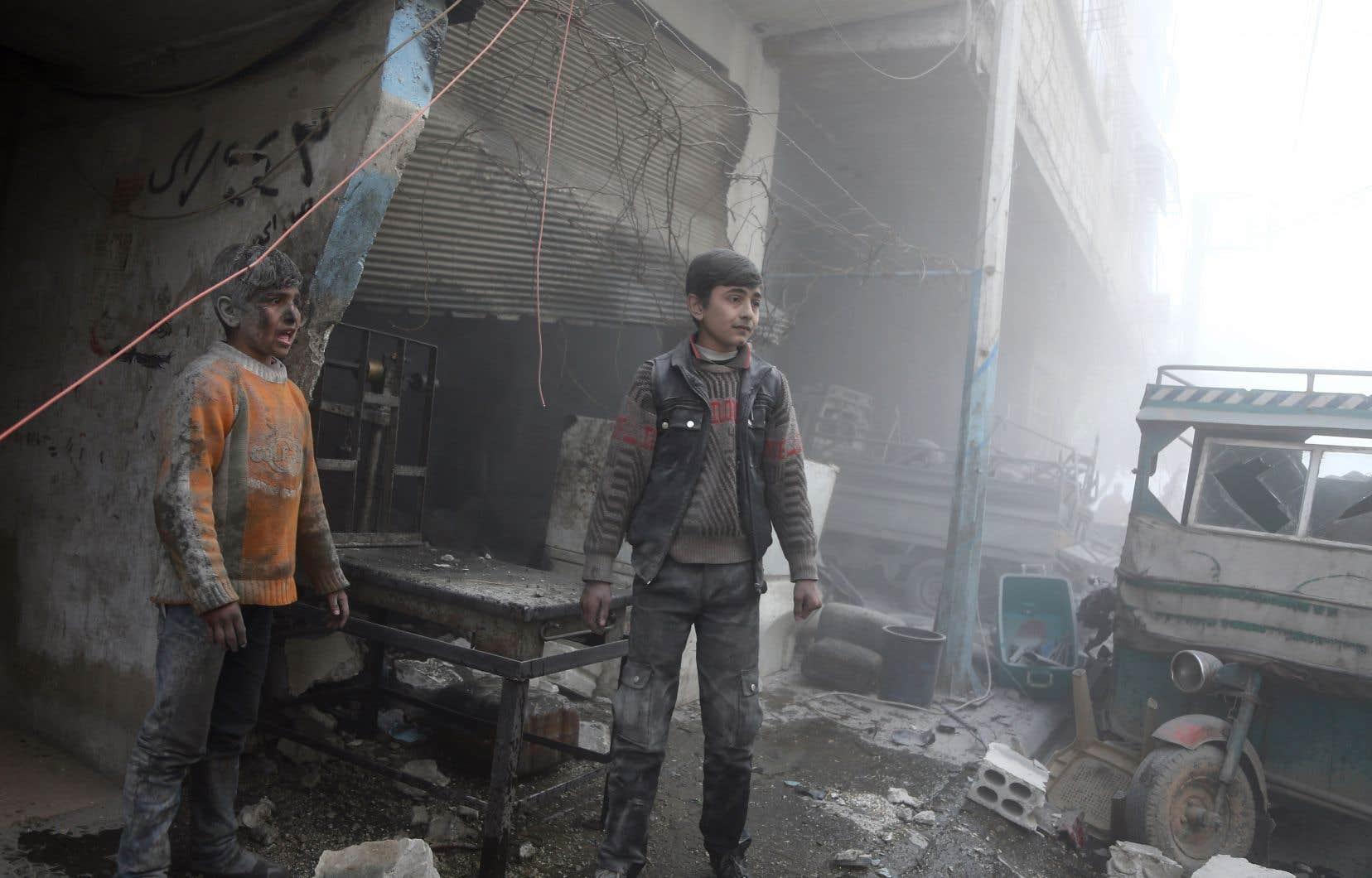 Les nouveaux bombardements aériens ont visé plusieurs localités de la Ghouta, dont Douma et Arbine, tuant au moins 13 civils, selon l'OSDH.