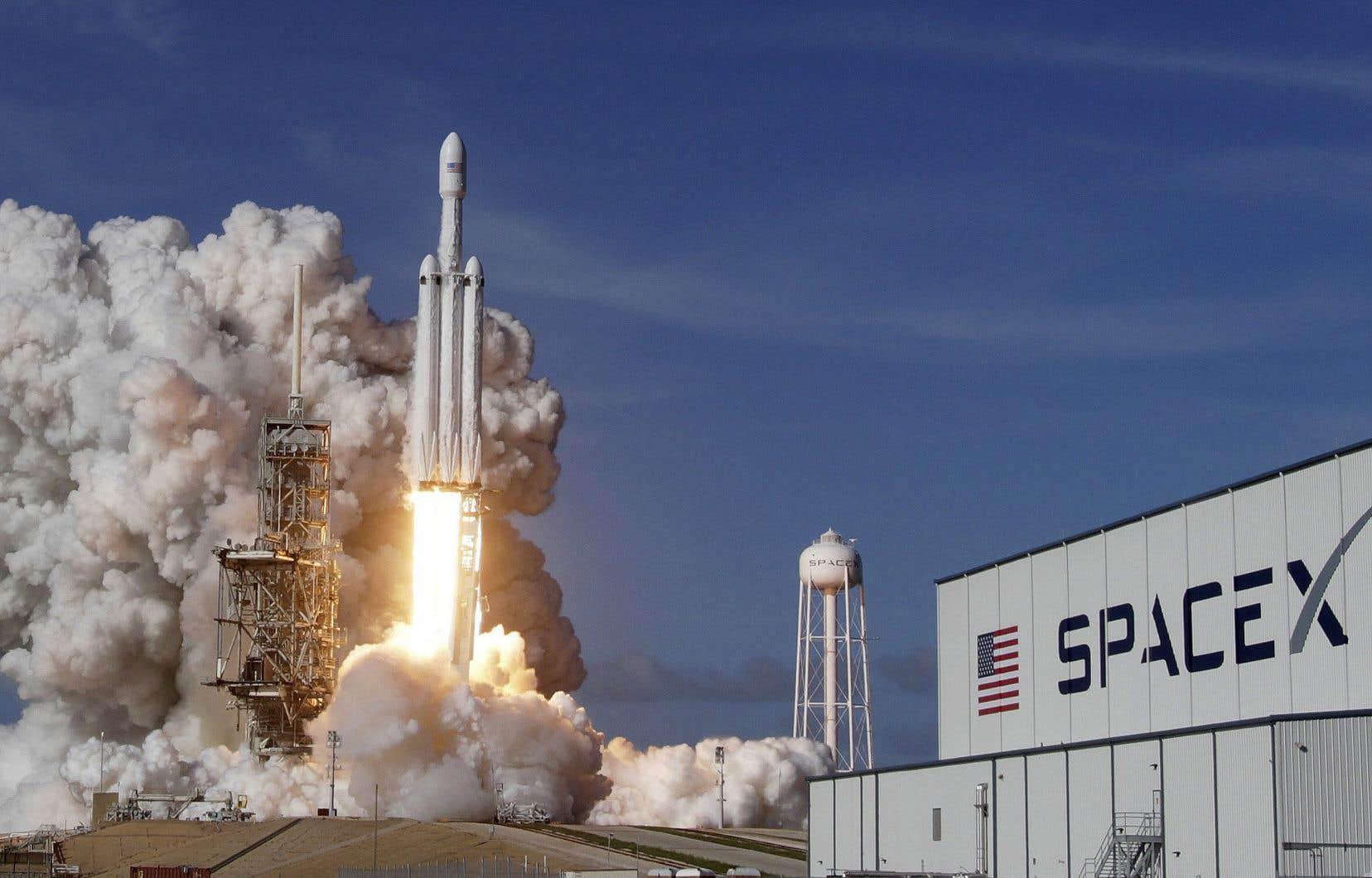 Est-il maintenant permis à tous — surtout aux gens de pouvoir — d'envoyer dans l'espace ce que bon leur semble sous le prétexte de l'exploration spatiale? se questionne l'auteur.