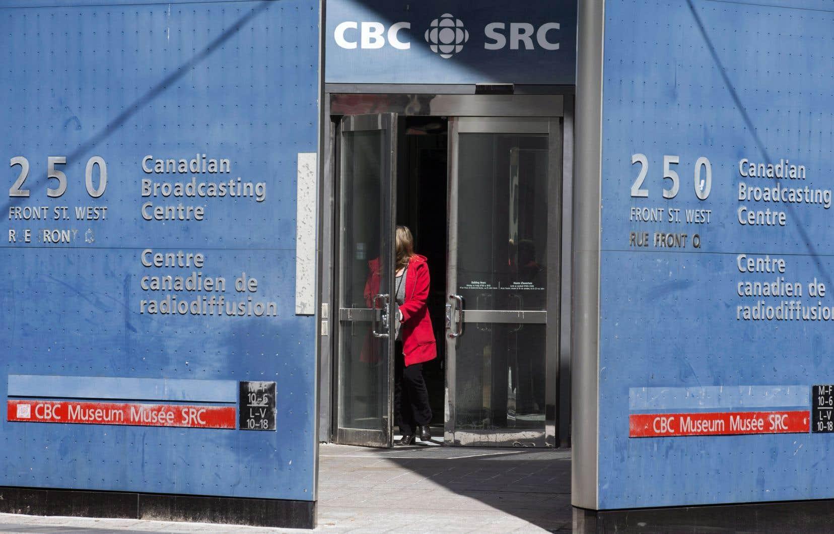 Le réseau anglais de Radio-Canada n'aurait pas dû se faire ordonner de retirer des articles dans ses archives qui nommaient une jeune victime albertaine, a tranché la Cour suprême du Canada.