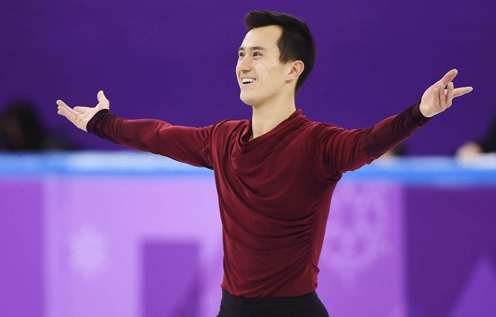 Patrick Chan a livré une performance remarquable dimanche soir, heure du Québec, pour accroître l'avance du Canada en patinage artistique par équipe.