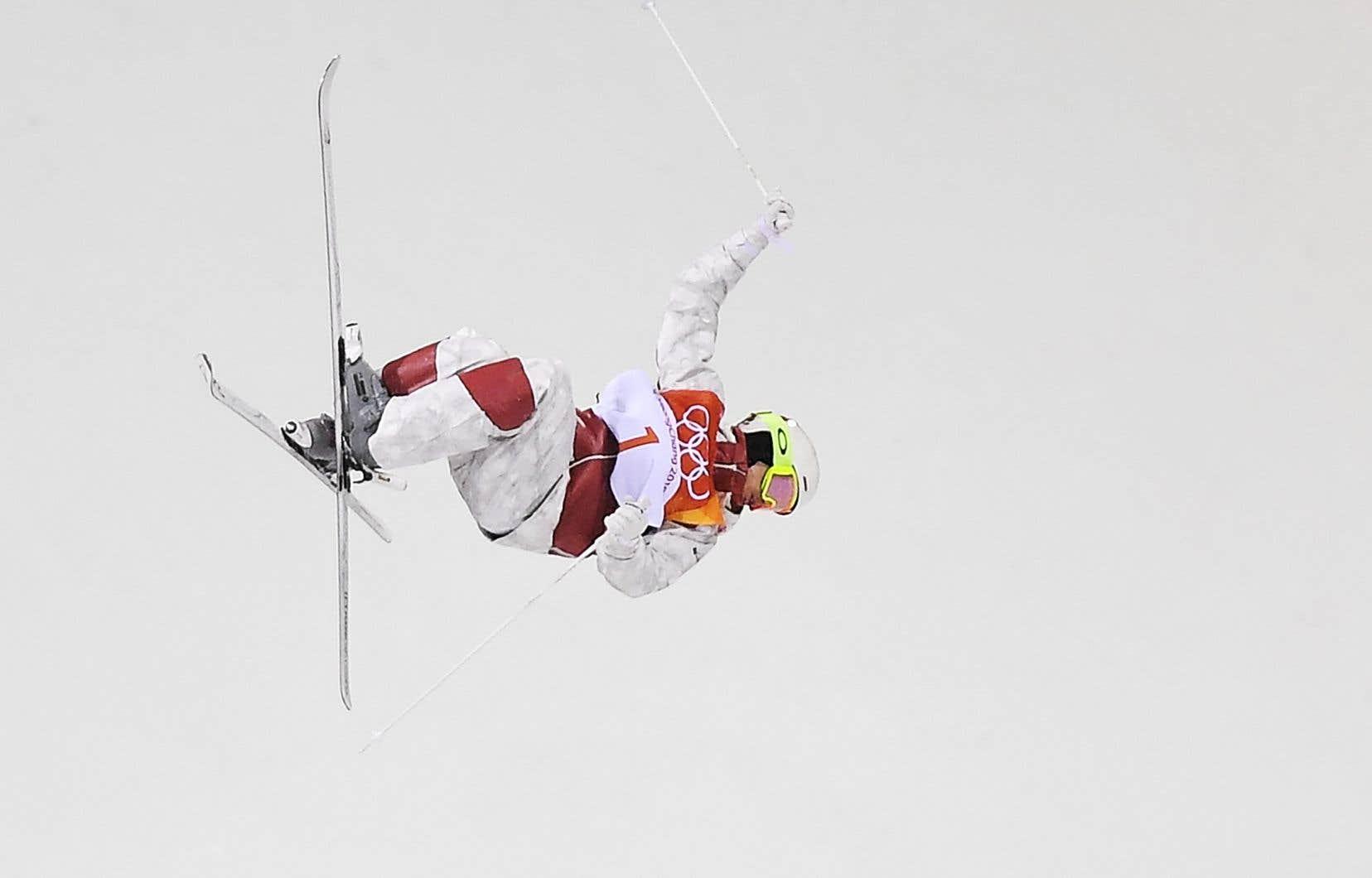 Le skieur acrobatique Mikaël Kingsbury, pendant la finale masculine des bosses
