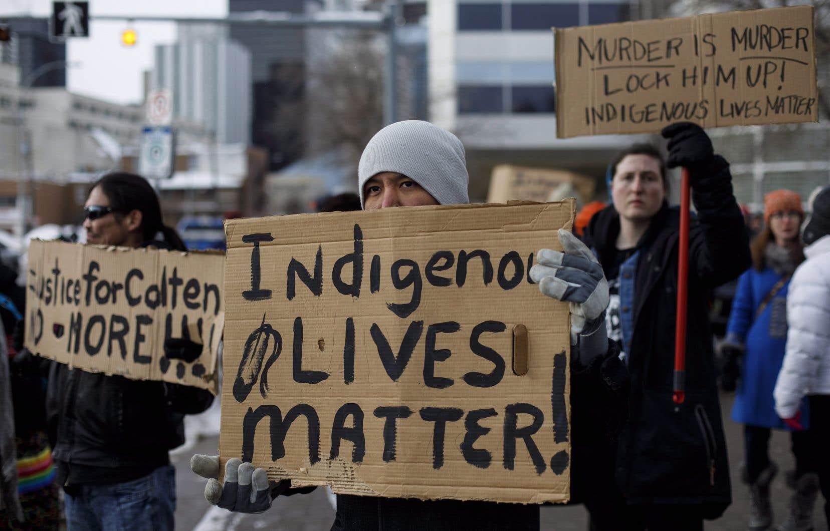 Des manifestants se sont rassemblés à Edmonton, samedi, pour protester contre l'acquittement de Gerard Stanley.
