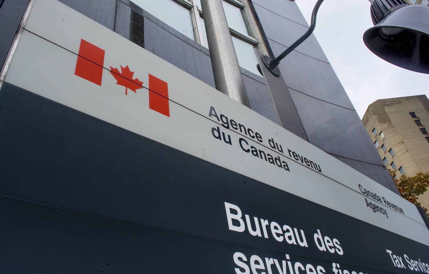 L'Agence du revenu du Canada a indiqué que 30 de ses enquêteurs, accompagnés de policiers fédéraux, ont participé à des perquisitions.