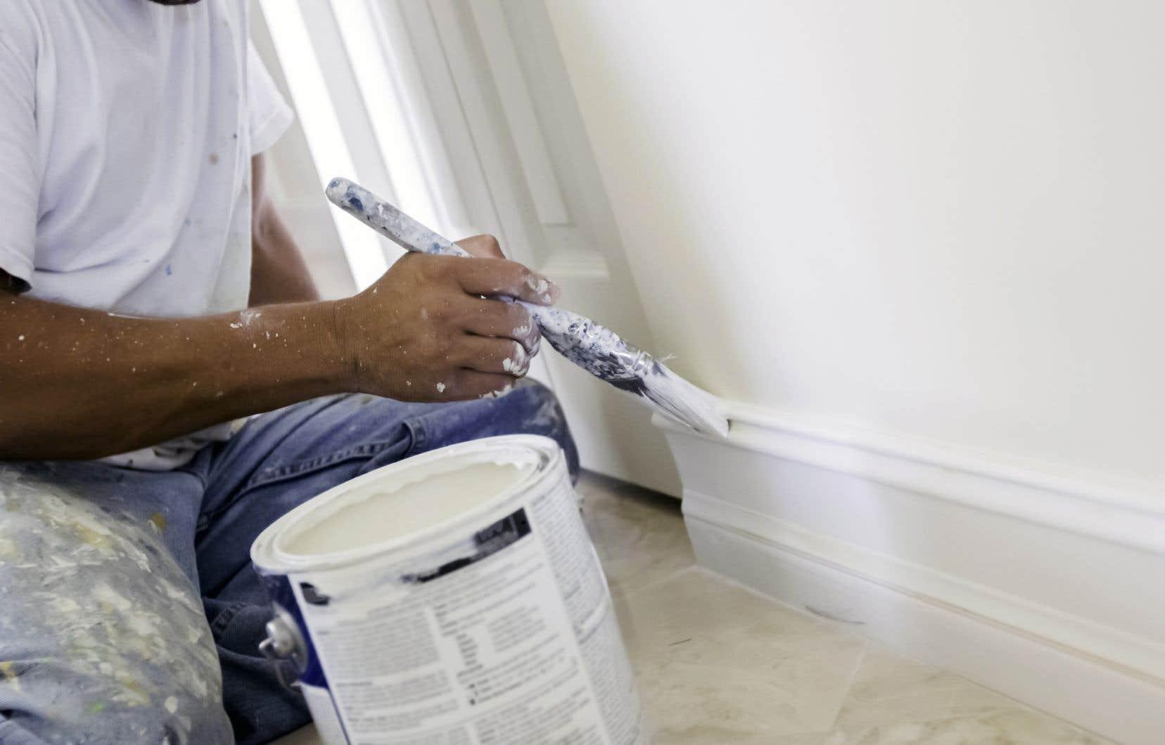 Ces produits, dont font partie les peintures, peuvent émettre des composés organiques volatils très nocifs pour la santé.
