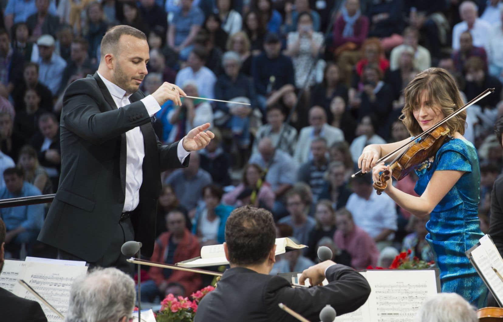 Le chef Yannick Nézet-Seguin et la violoniste Lisa Batiashvili en concert avec le Philharmonique de Berlin à la Waldbühne de Berlin en 2016