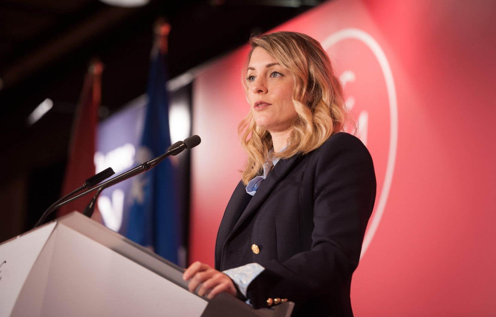 La ministre du Patrimoine canadien, Mélanie Joly, a donné au CRTC jusqu'au 1er juillet pour soumettre un rapport au cabinet évaluant l'avenir du système de télédistribution et suggérant comment appuyer le contenu canadien.