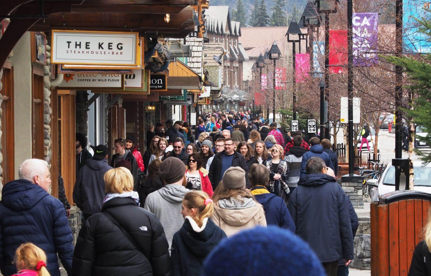Les touristes internationaux ont effectué 20,8millions de voyages d'au moins une nuitée au Canada l'an dernier, par exemple à Banff, en Alberta.