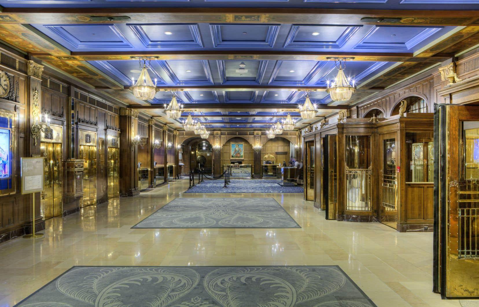 Le magnifique hall d'entrée du Château Frontenac voit passer chaque jour des centaines de personnes.