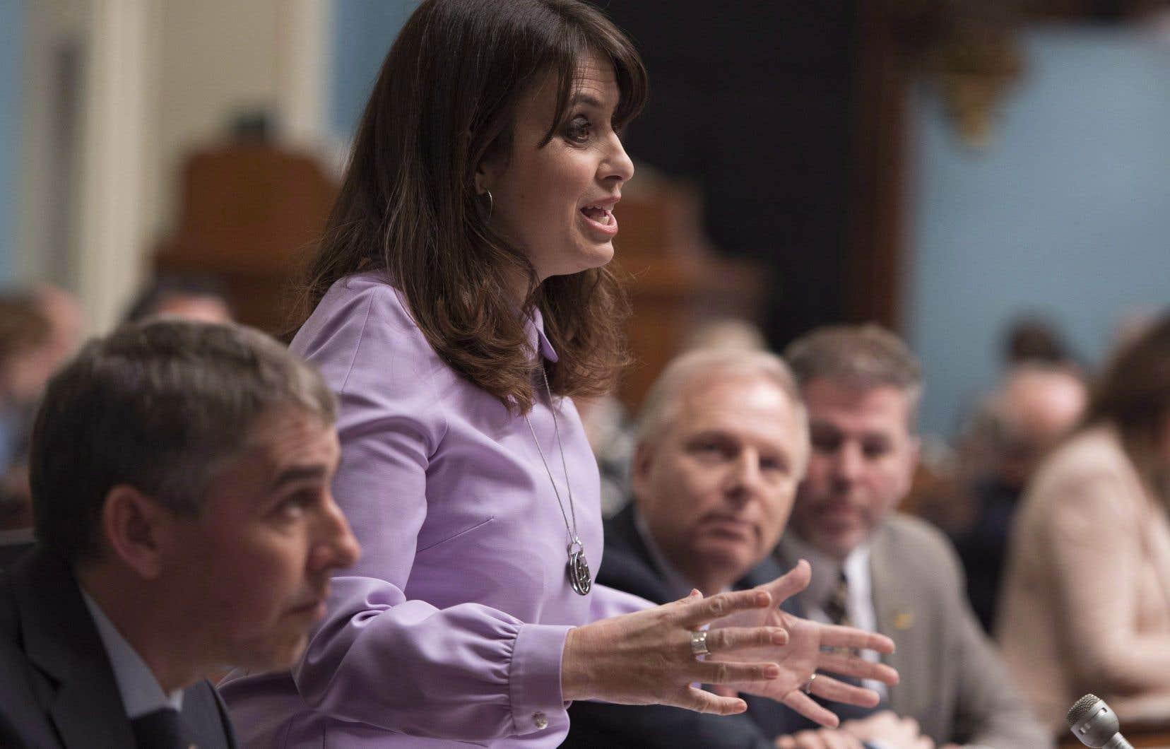 La vice-chef du PQ, Véronique Hivon, a demandé au gouvernement libéral de faire preuve de plus de «compassion» envers les parents d'enfants assassinés.
