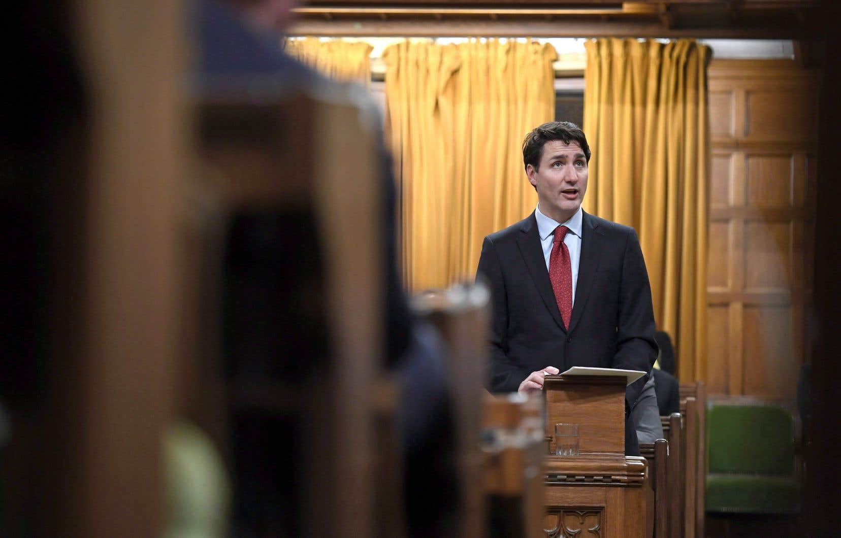 À la Chambre des communes, à Ottawa, le premier ministre Justin Trudeau a tenu un discours sur la reconnaissance des droits des autochtones, pendant lequel il regardait la famille Boushie, le mercredi 14 février.