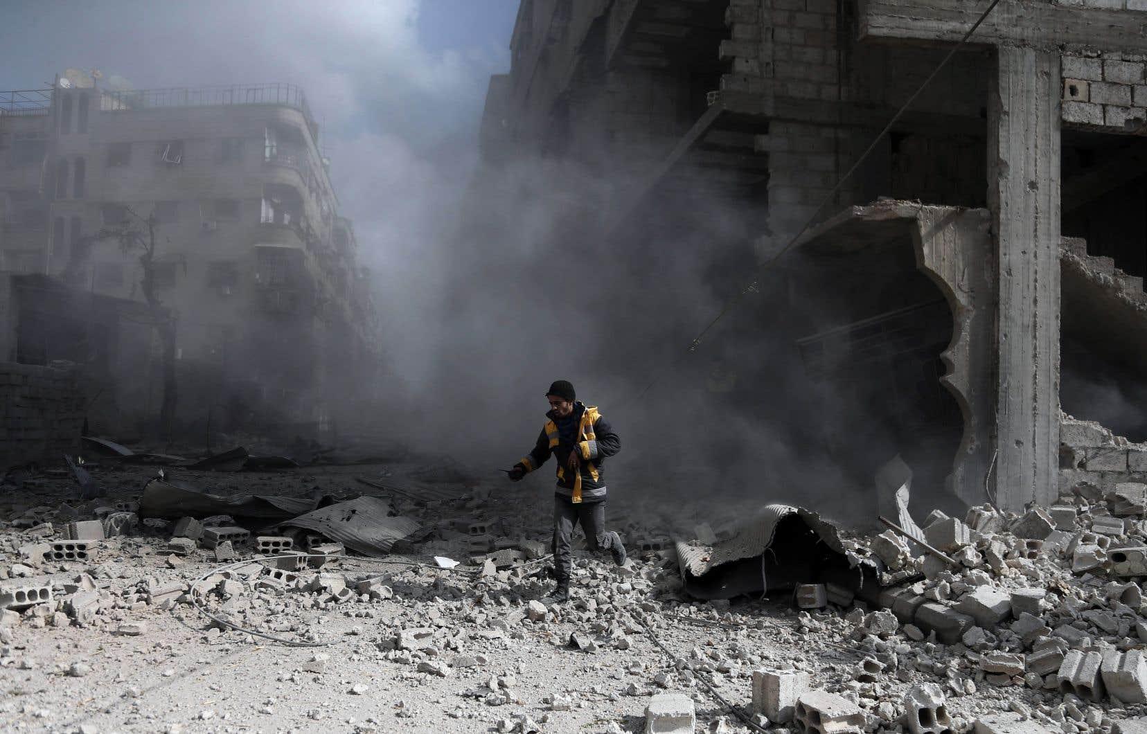 Cette campagne militaire utilisant bombes, barils d'explosifs et obus est d'une rare intensité, même pour un pays ravagé depuis 2011 par une guerre qui a fait plus de 340 000 morts.