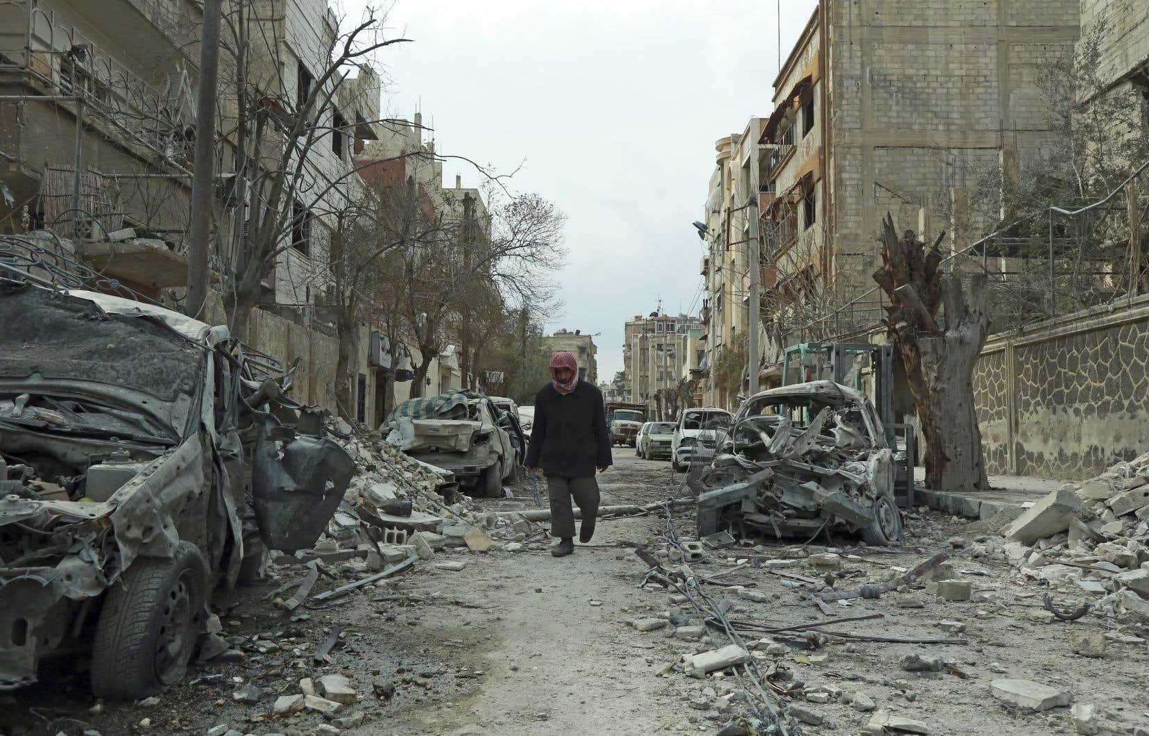 Les forces du régime de Bachar al-Assad ont lancé le 18février une intense campagne aérienne contre la Ghouta orientale, fief rebelle syrien.