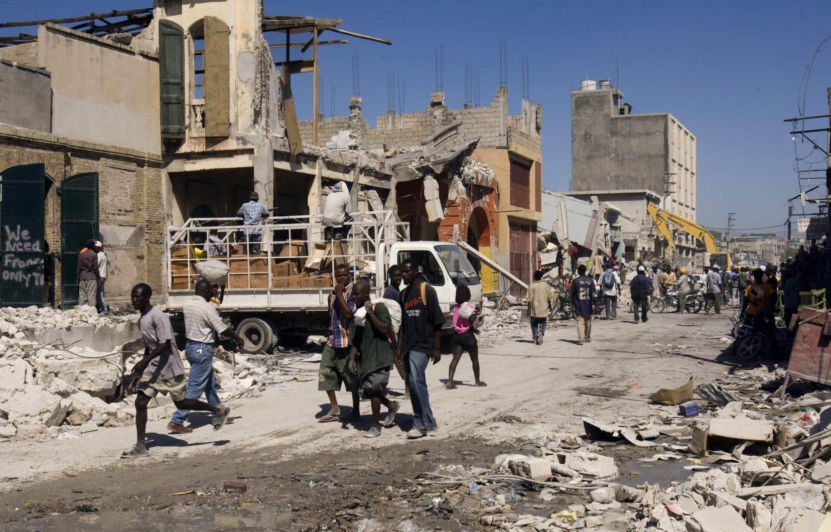 Les travailleurs humanitaires arrivés en masse en Haïti après le tremblement de terre du 12 janvier 2010 ont pris le relais des Casques bleus comme clients des prostituées.