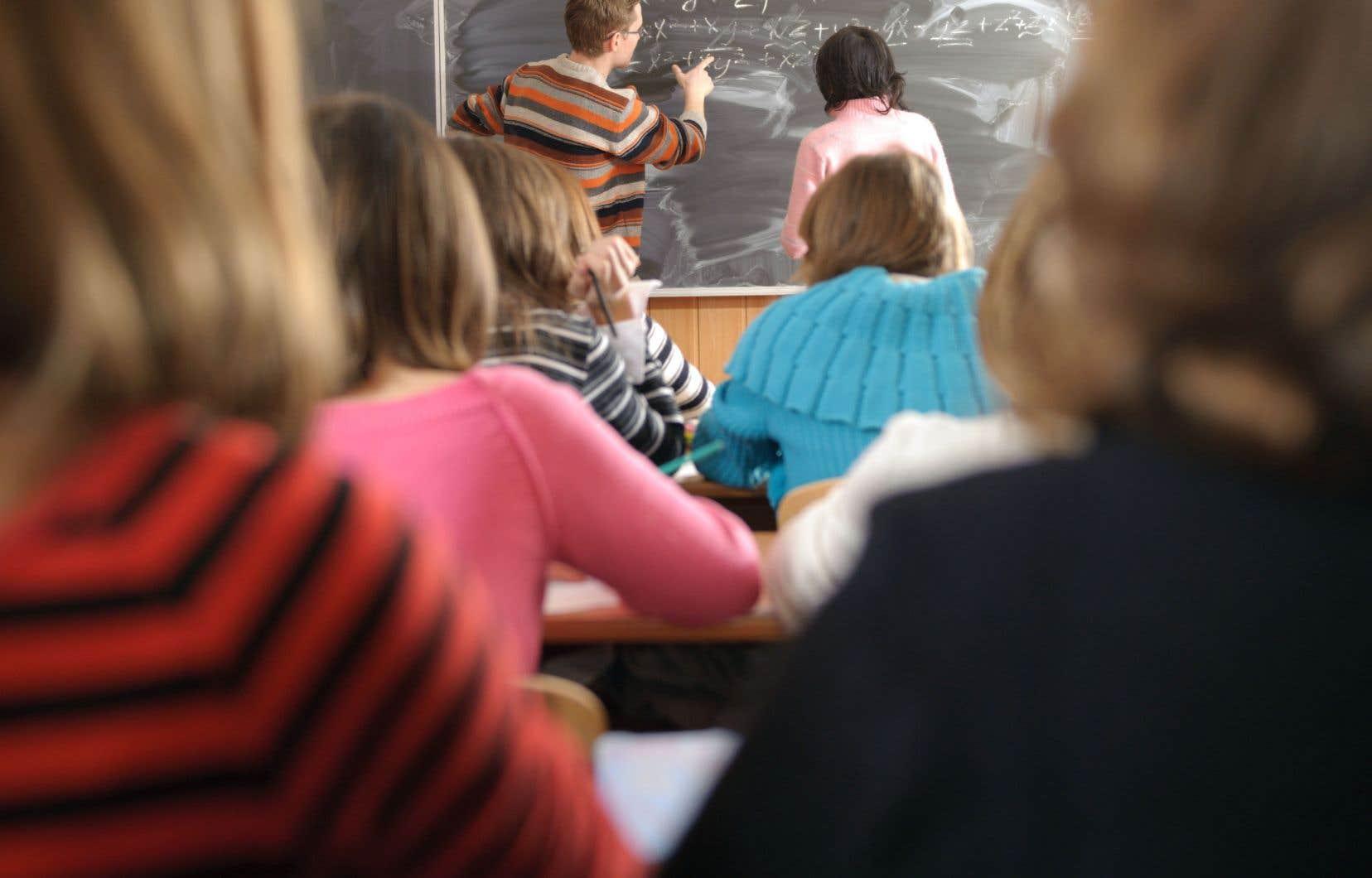 Le ministre de l'Éducation, Sébastien Proulx, veut lancer le débat sur les moyens d'améliorer l'école.
