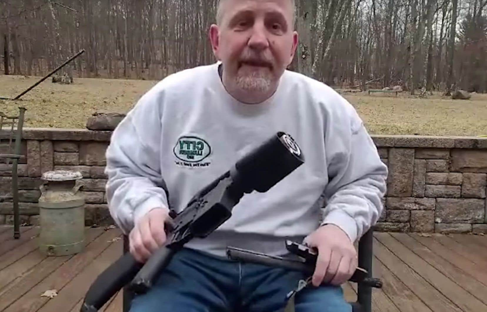 Bien qu'il se présente comme un ardent défenseur du deuxième amendement, Scott Pappalardo a sectionné son fusil AR-15.
