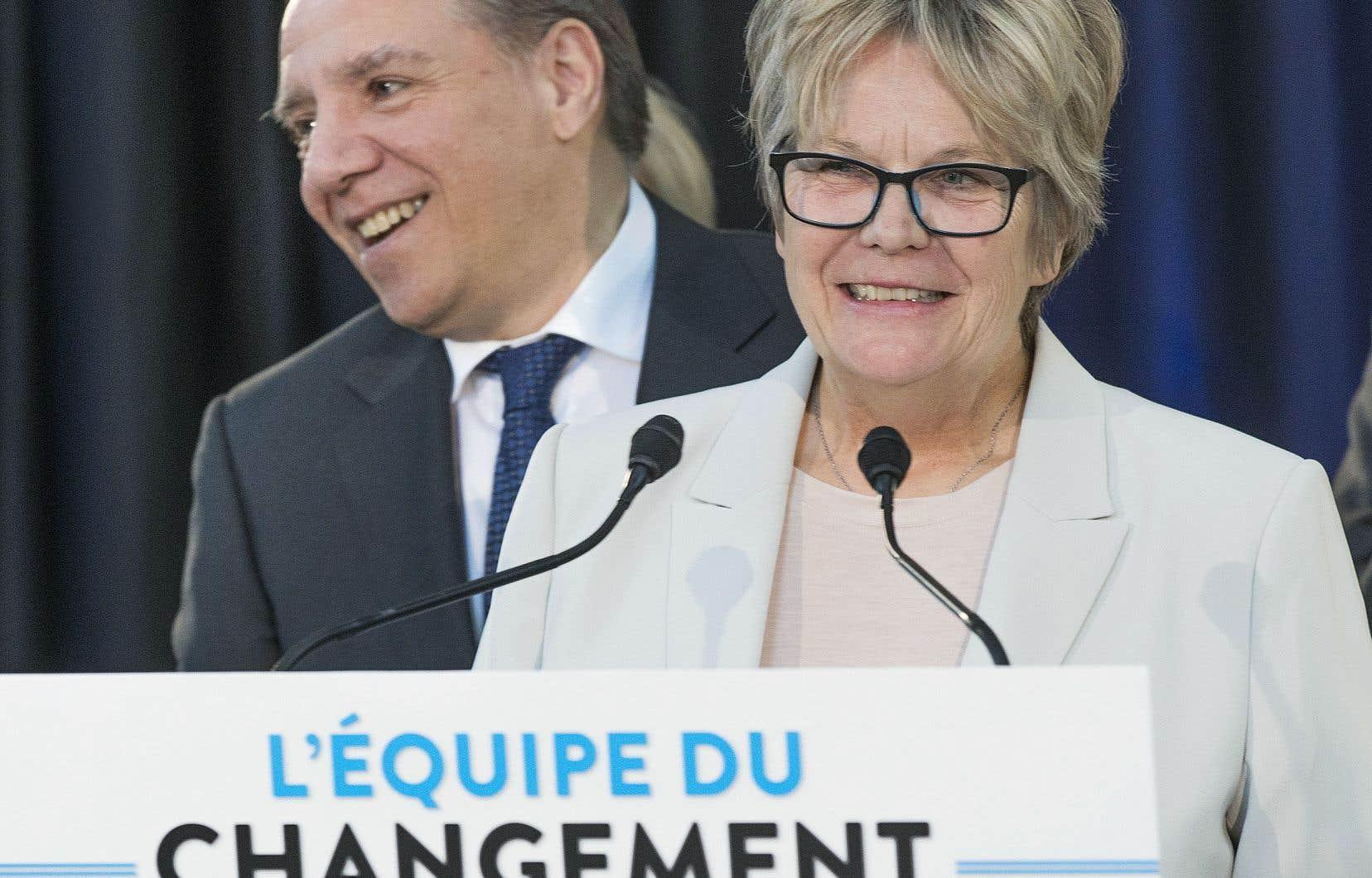 Le chef de la CAQ, François Legault, et sa candidate dans Rivière-des-Prairies–Pointe-aux-Trembles, Chantal Rouleau, mairesse de l'arrondissement.