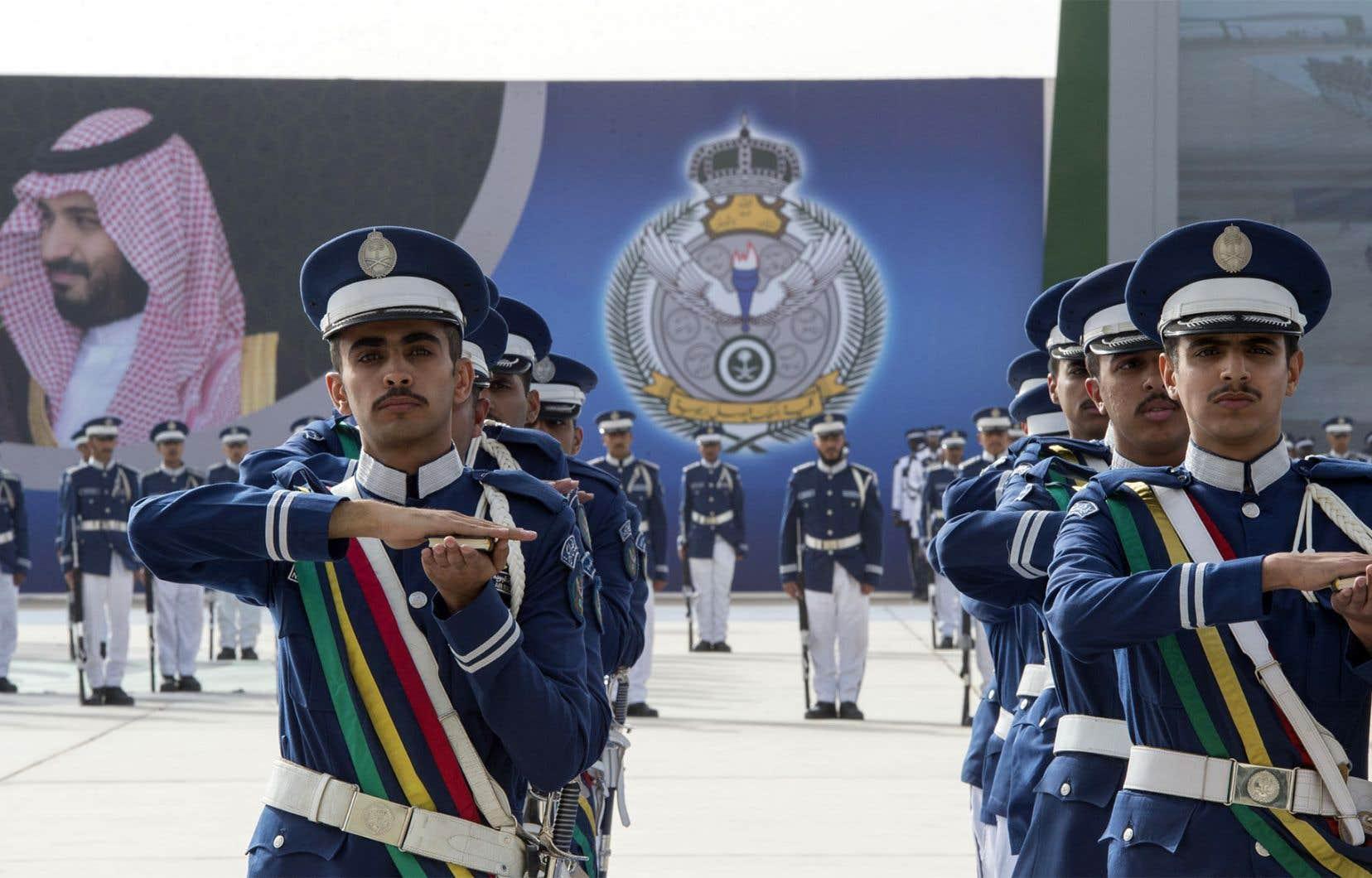La promotion de nombreux officiers à de nouveaux postes de commandement injecte du sang neuf dans l'armée, estiment des experts.