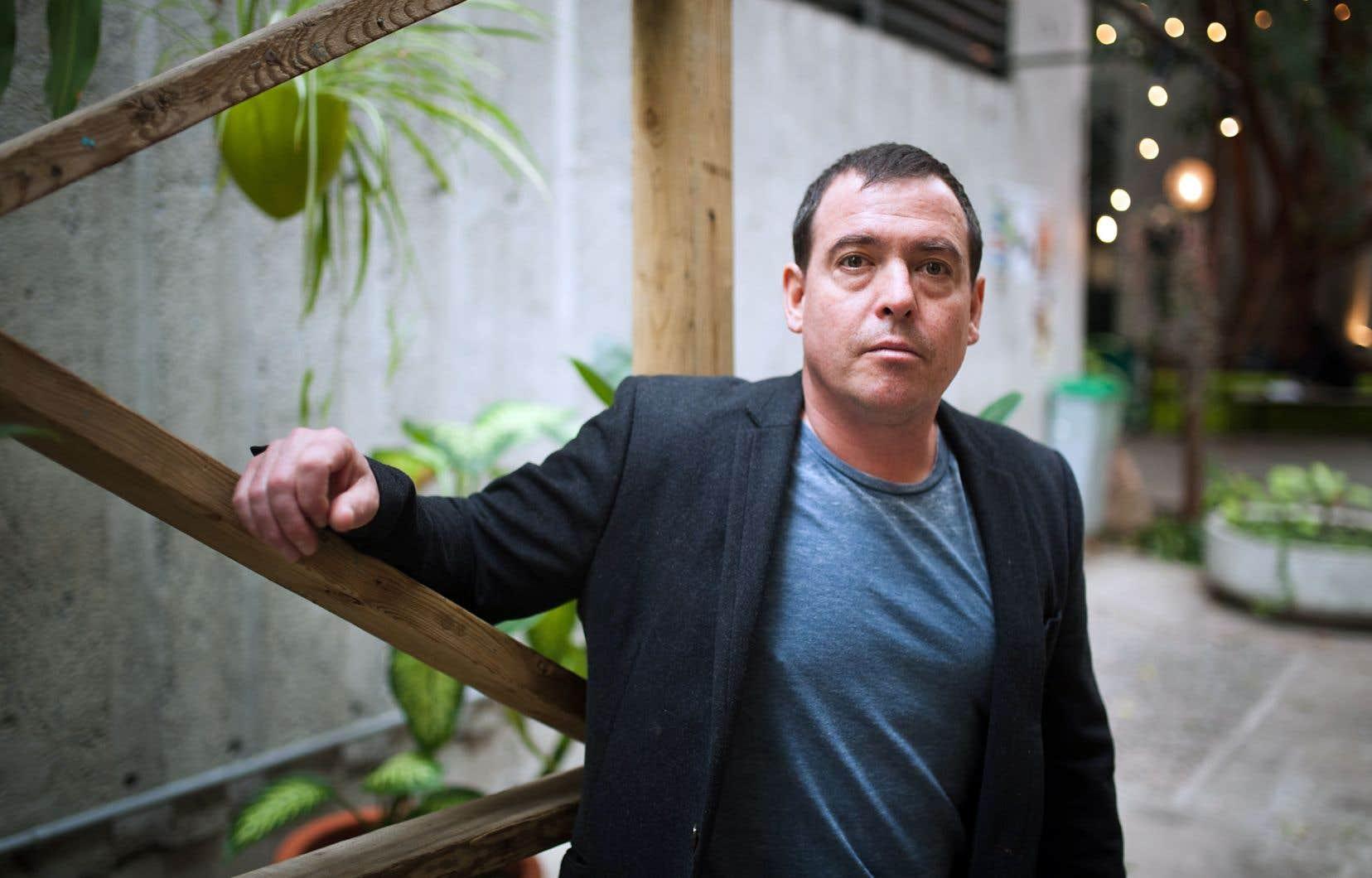 À la différence de sa sœur Ariane, Jacques-Olivier Moffatt s'exprime en anglais à travers «The Digg».