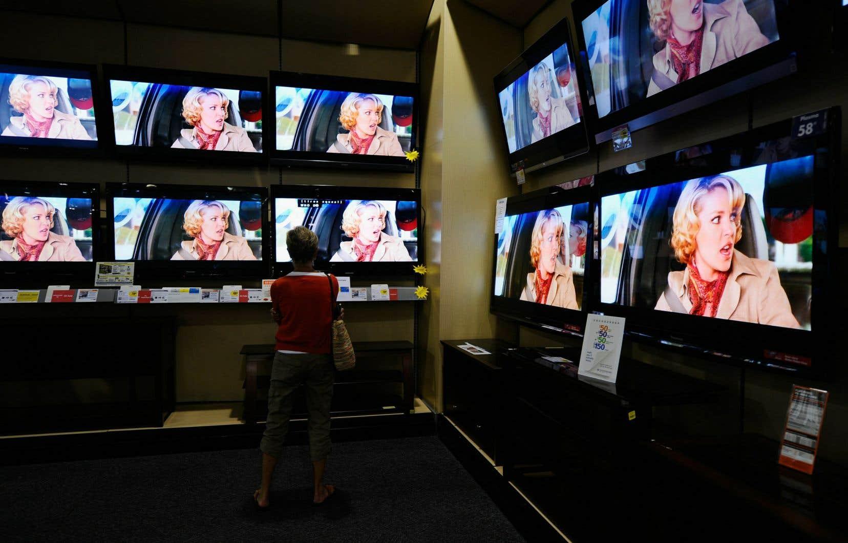 Le petit écran reste au sommet des sources d'accès au contenu journalistique, alors que 72 % des Québécois s'informent grâce à la télé.