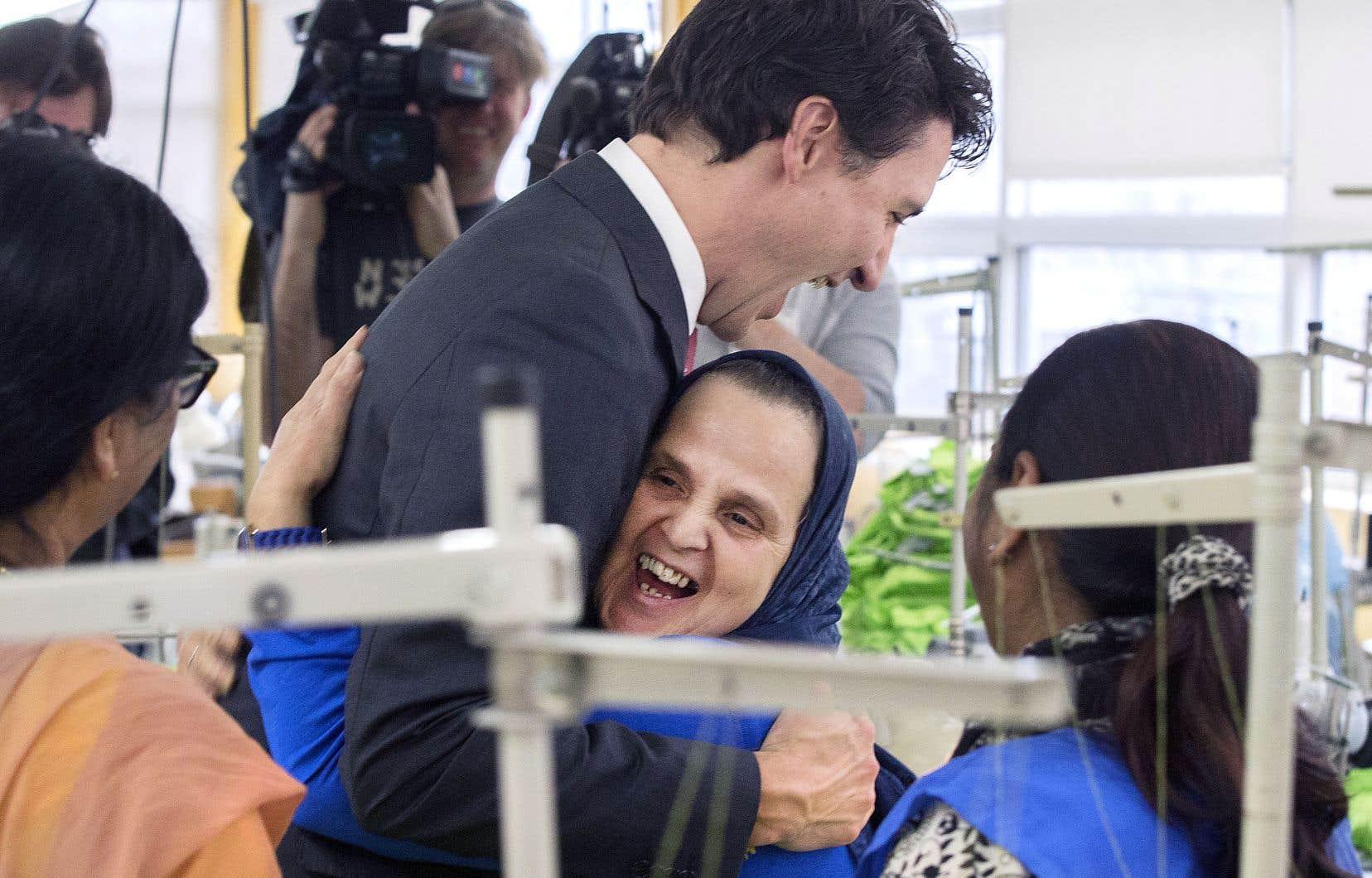 De passage à Montréal, le premier ministre est allé à la rencontre d'immigrantes.