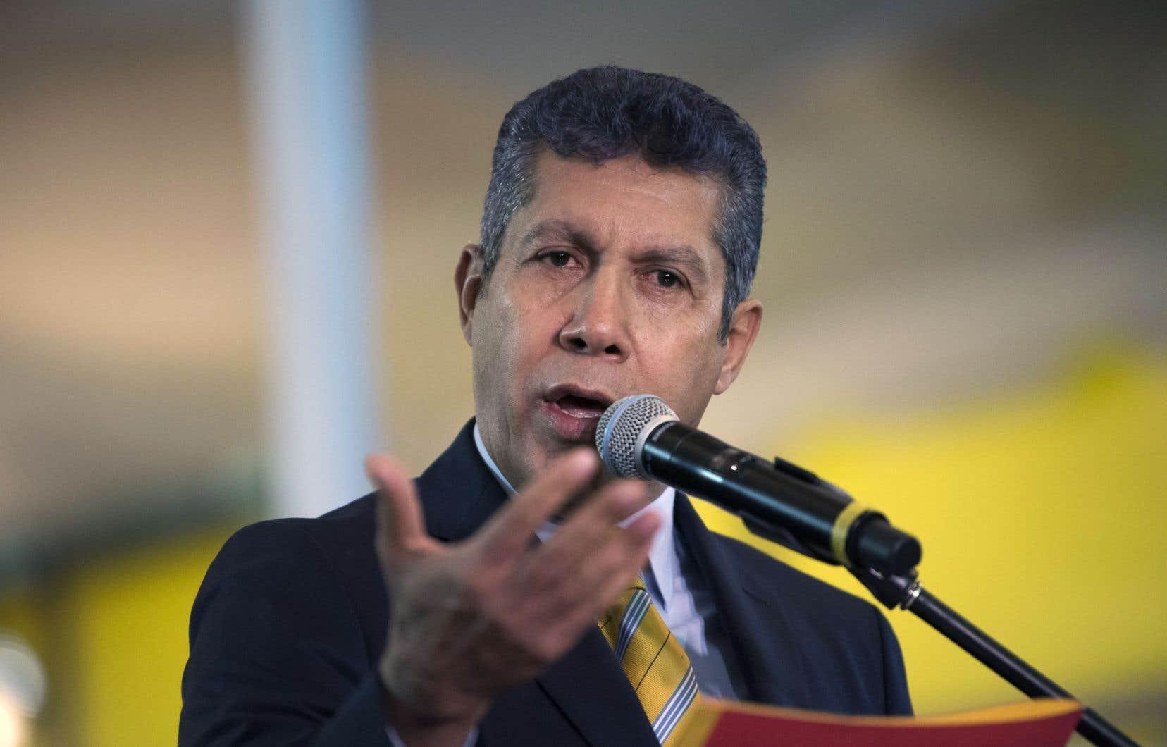 Le militaire à la retraite Henri Falcon se présentera contre le président Nicolas Maduro, qui brigue un nouveau mandat pour rester au pouvoir jusqu'en 2025.