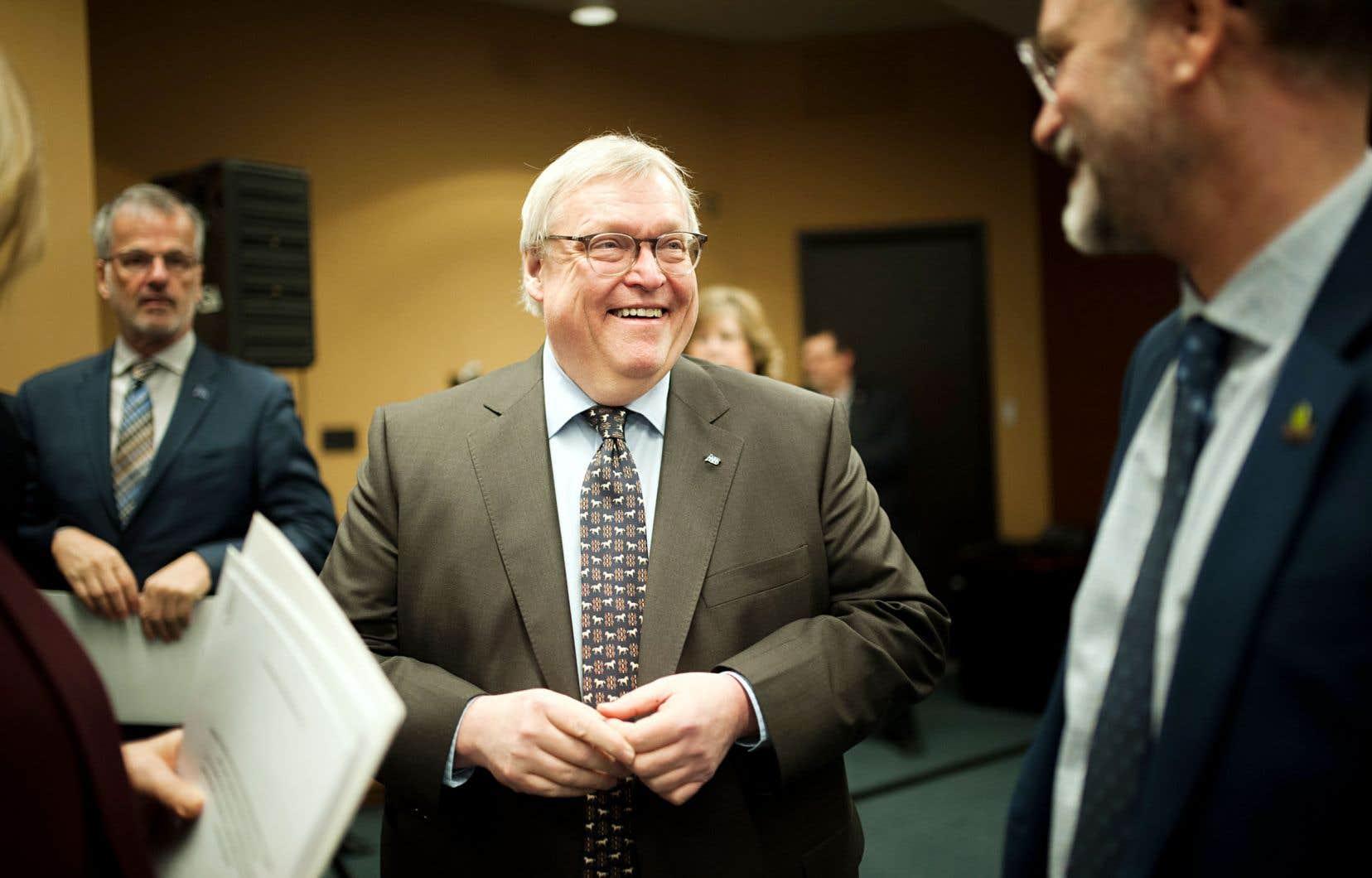 Le ministre Gaétan Barrette s'est défendu d'avoir bloqué un projet pour des raisons politiques lors d'une mêlée de presse jeudi après-midi à Laval, où il annonçait un investissement pour la modernisation de l'Hôpital de la Cité-de-la-Santé.