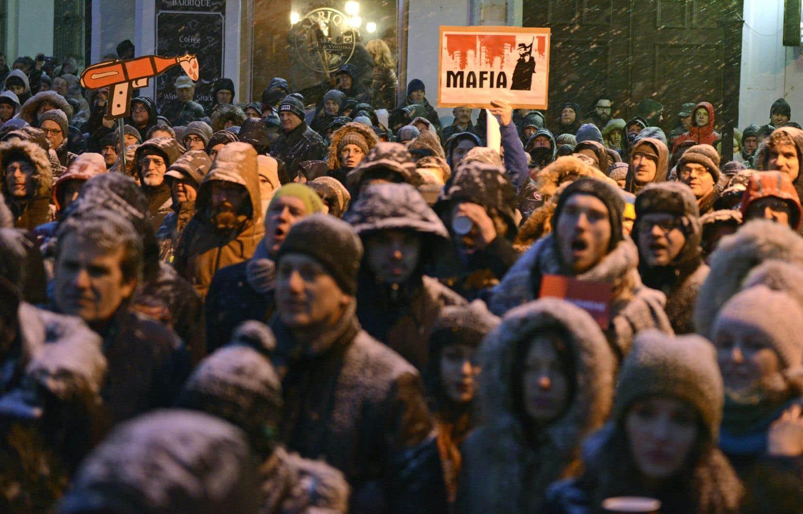 Des milliers de personnes ont participé vendredi à des manifestations anticorruption, organisées à travers la Slovaquie.