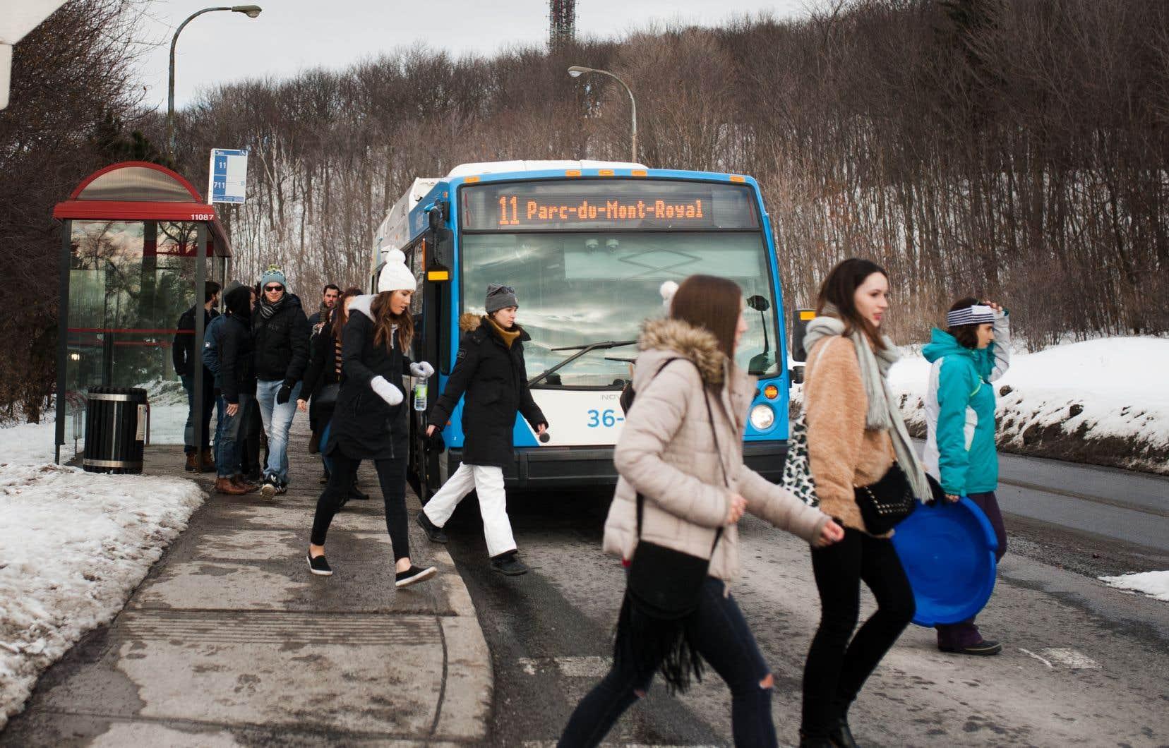 À l'exception des autobus, le transit automobile n'a pas sa place dans le parc du Mont-Royal et il est temps que la voie Camillien-Houde soit dépouillée de son aspect de bretelle d'autoroute, estime l'auteur.