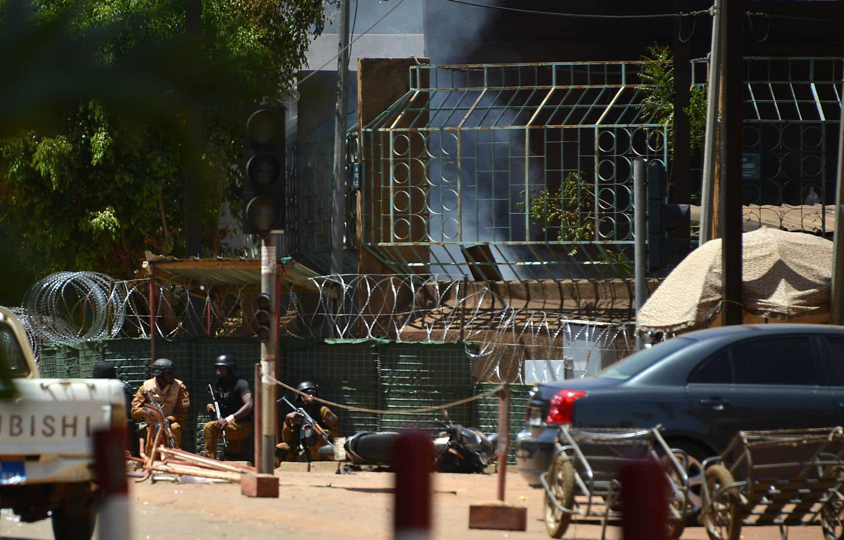 Au total, neuf assaillants ont été tués dans les deux attaques coordonnées (quatre à l'ambassade de France, cinq à l'état-major).