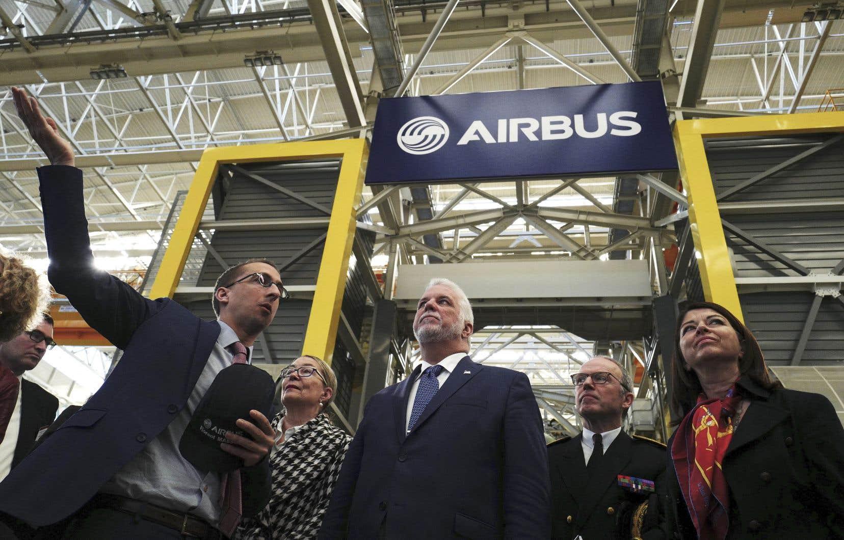 M.Couillard a visité les installations du conglomérat européen Airbus, à Toulouse, dans le cadre de sa mission d'une semaine en France.