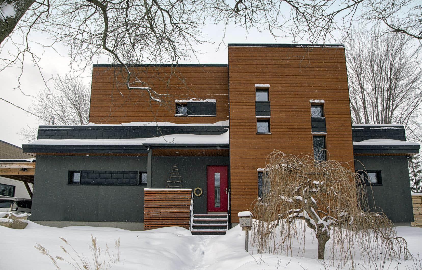 Avant de devenir la maison Ozalée, l'habitation de Damien et Déborah était un bungalow des années 1950 en piètre état.