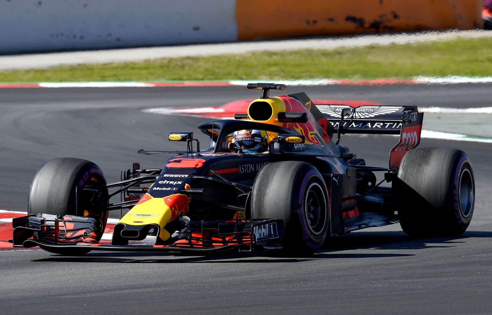 Au volant de sa Red Bull, et roulant sur des pneus supermous, Ricciardo a réalisé un temps de 1 minute 18,047 secondes.