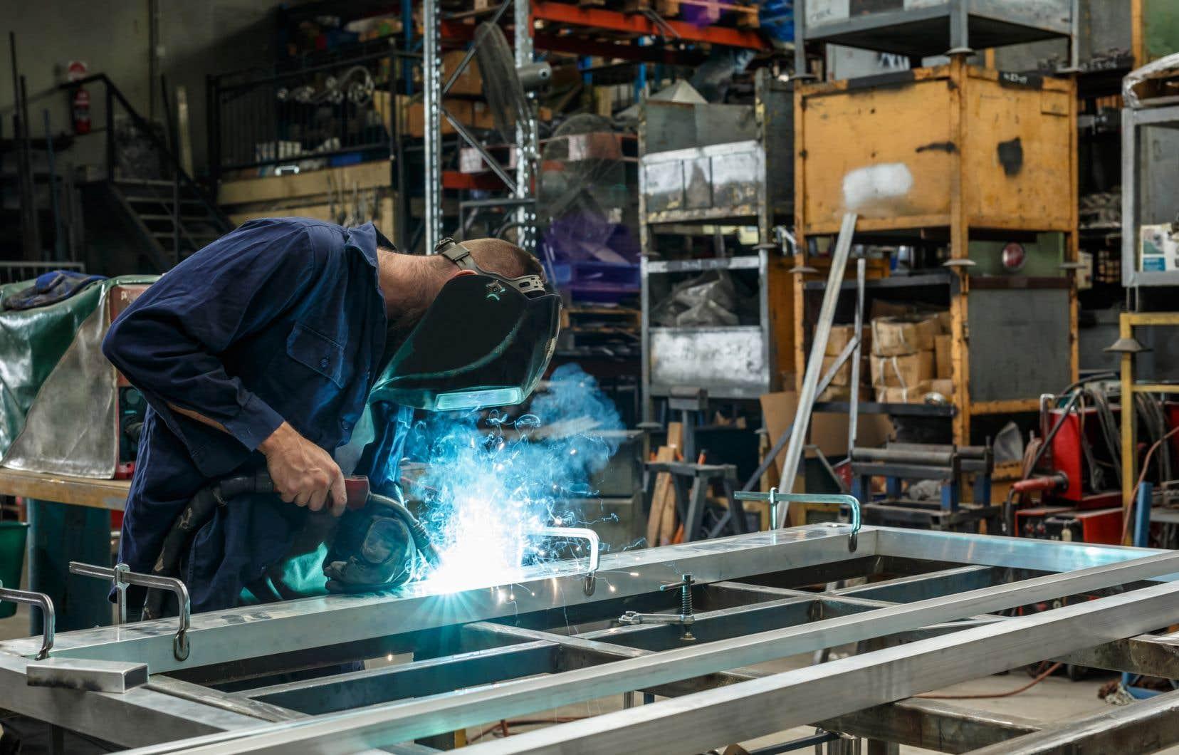 Le président américain Donald Trump a annoncé son intention d'imposer des tarifs douaniers de 25% sur les importations d'acier et de 10 % sur les importations d'aluminium.