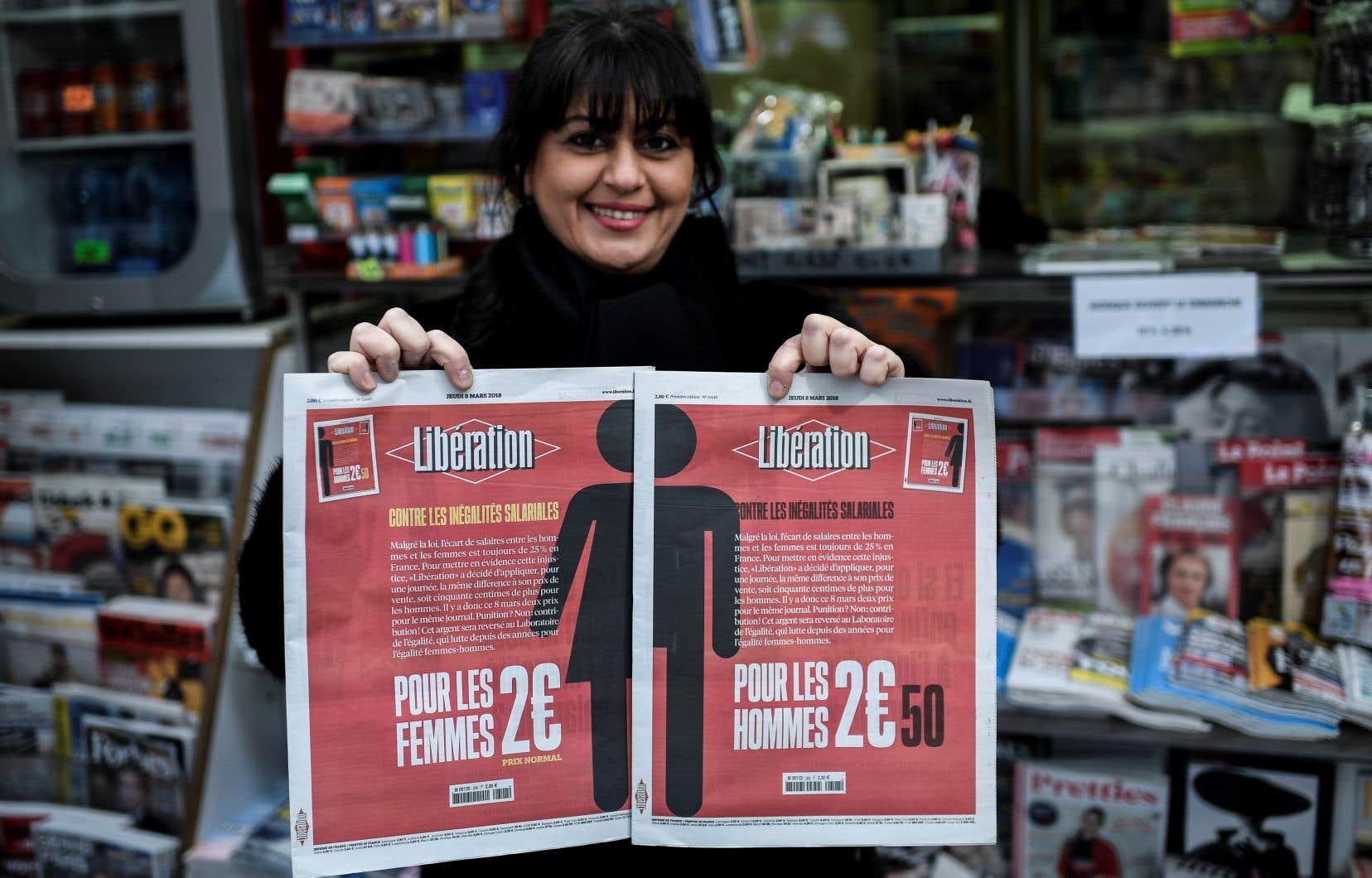 Le journal de gauche présente exceptionnellement deux Unes distinctes: l'une avec un pictogramme «homme», à 2,50 euros; l'autre avec un pictogramme «femme», au prix normal de 2 euros.