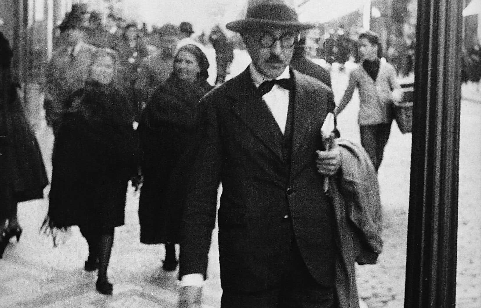 Fernando Pessoa dans les rues de Lisbonne