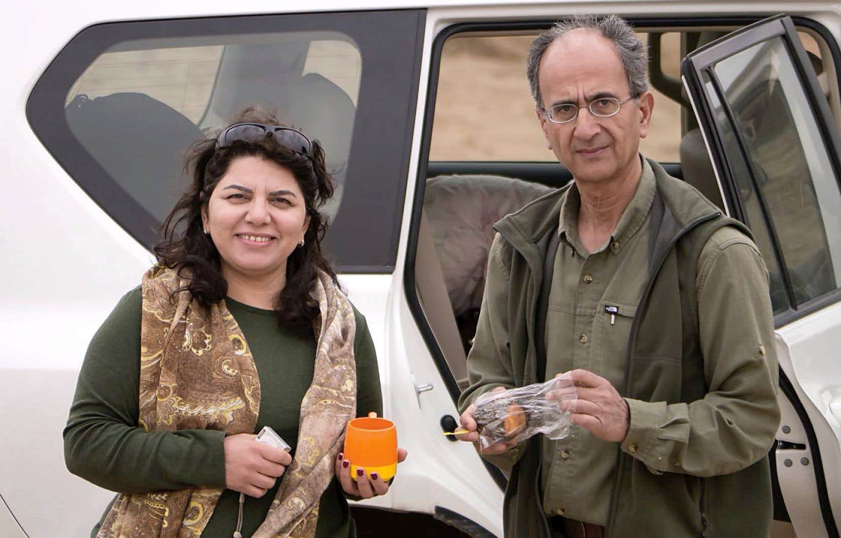 Le sociologue Kavous Seyed-Emami, photographié en Iran à une date inconnue avec sa femme, Maryam Mombein, est mort dans la tristement célèbre prison d'Evin, à Téhéran, en février.