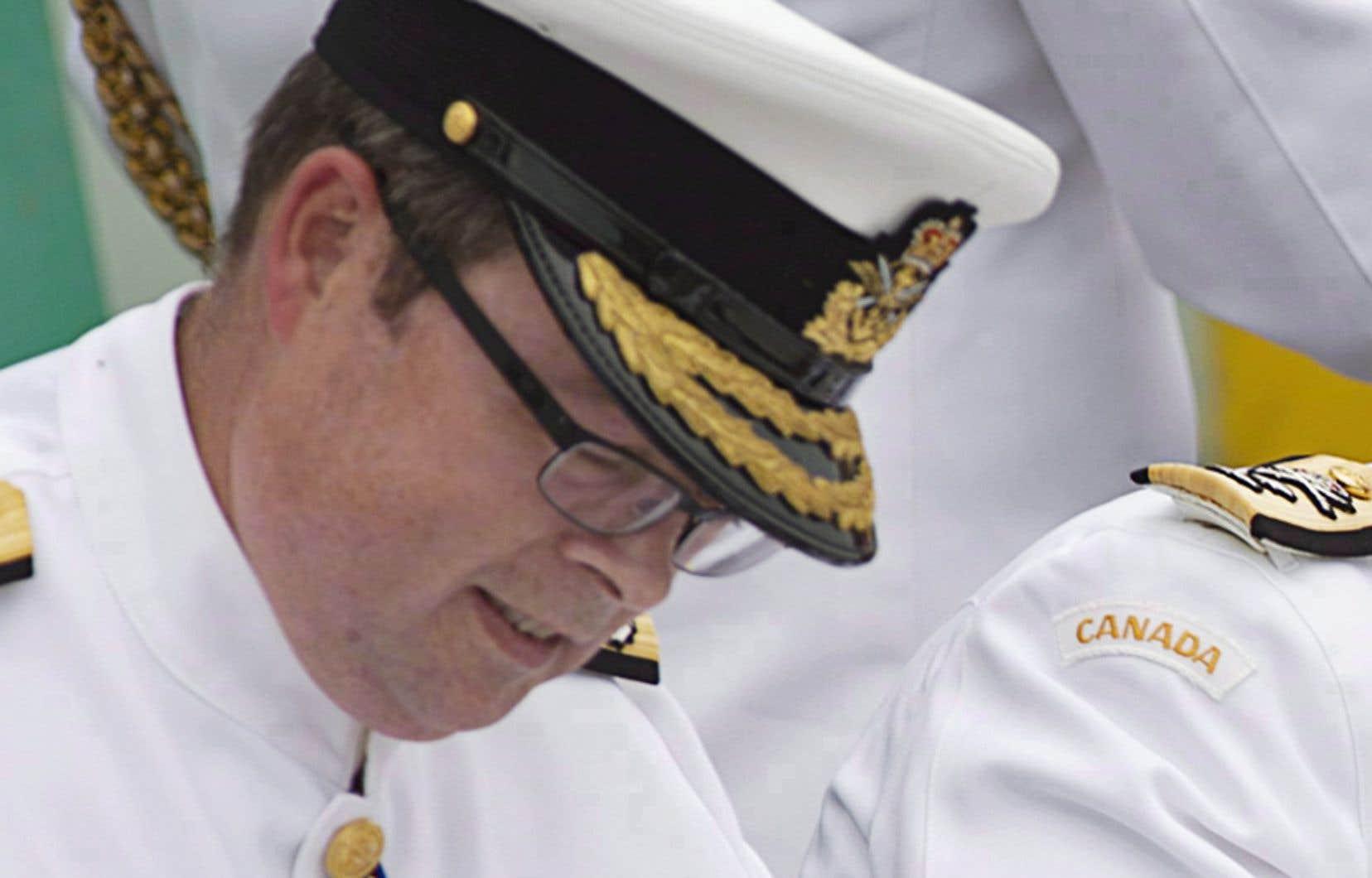 Le vice-amiral Mark Norman fait face à une accusation criminelle d'abus de confiance, a annoncé la GRC vendredi.