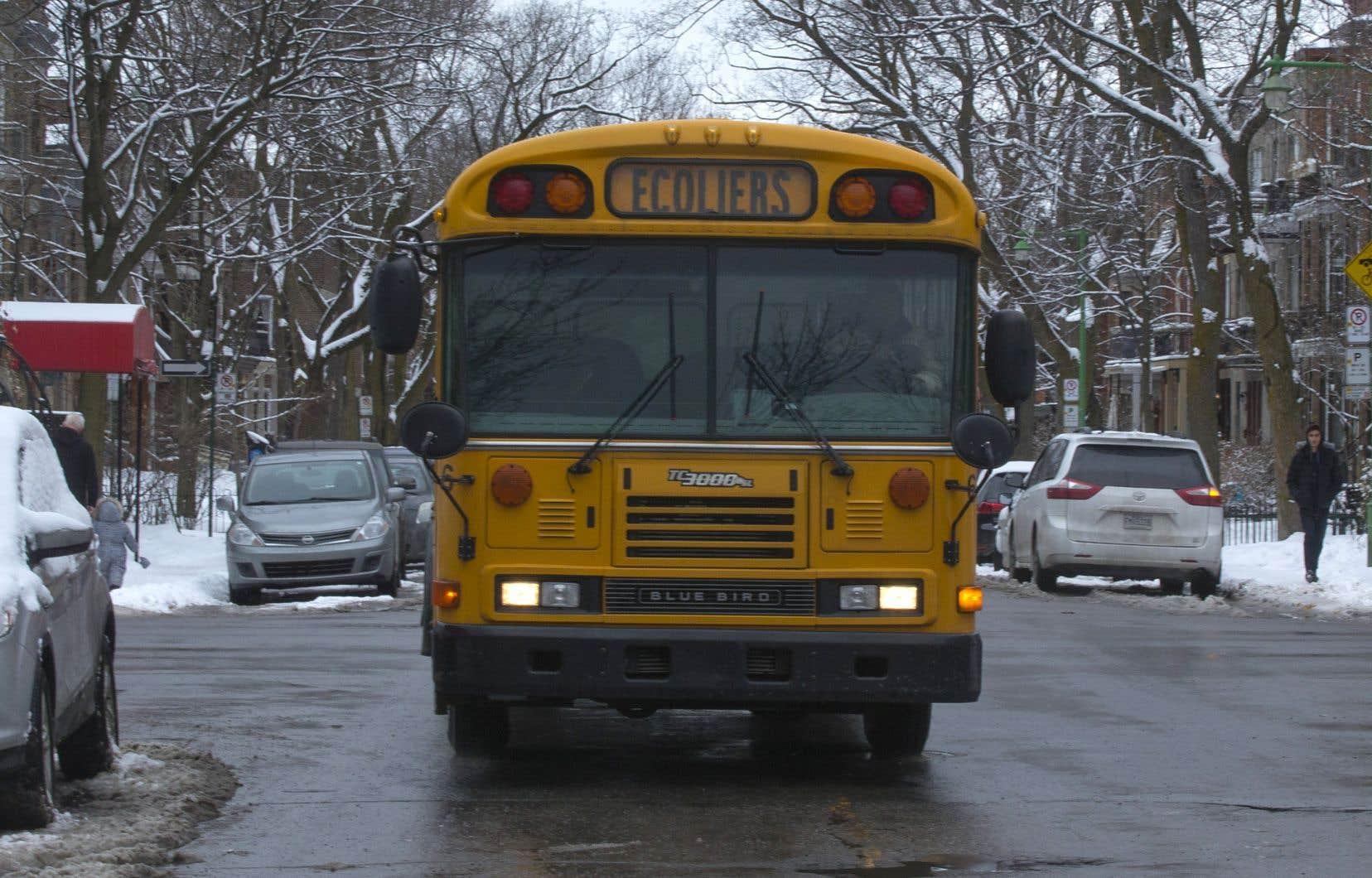 «On ne peut pas mettre [de carré] rose, noir ou beige; les autobus sont jaunes», a martelé au micro du conseil d'arrondissement d'Outremont, lundi, une citoyenne, Ginette Chartré.