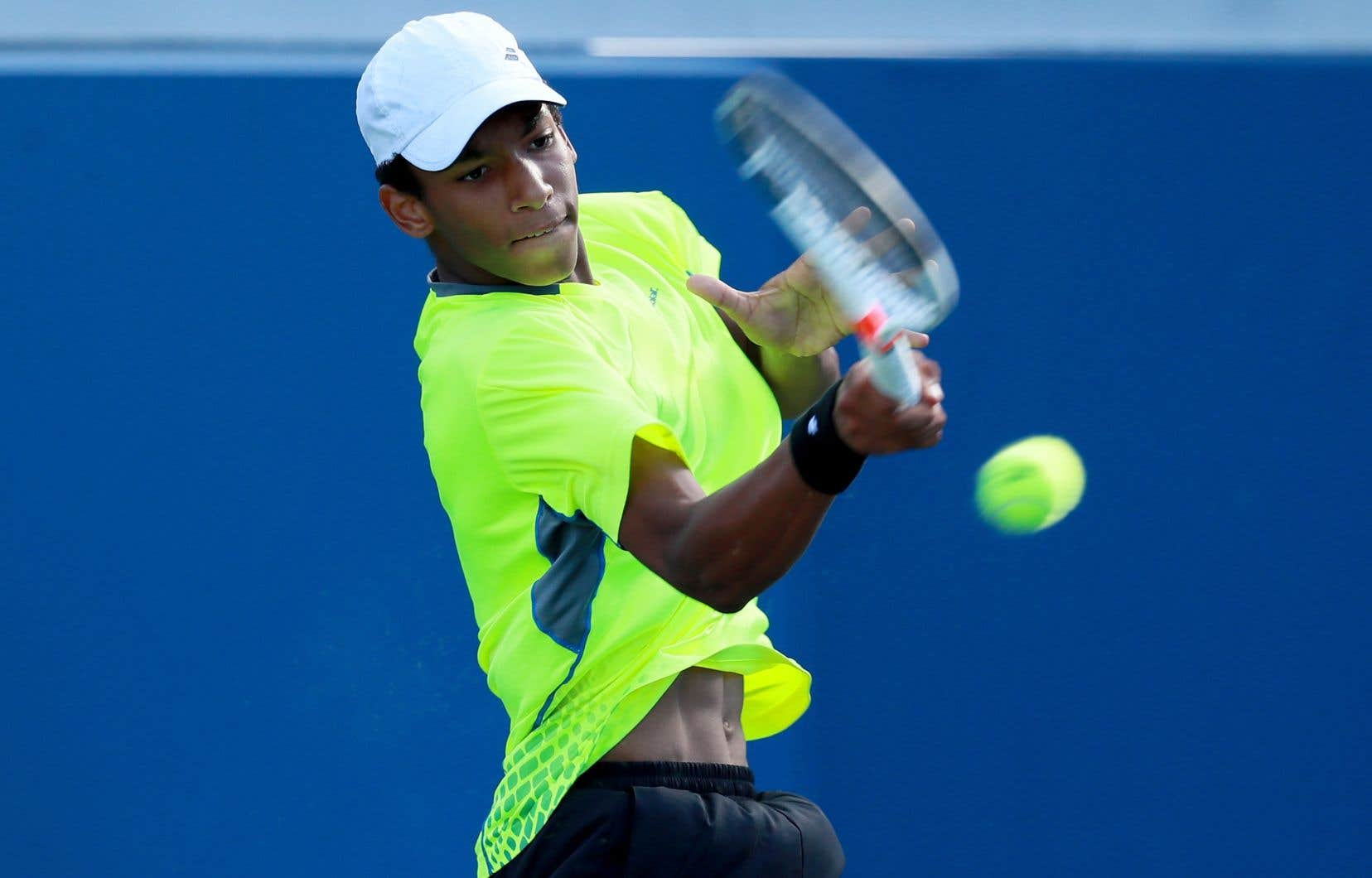 Félix Auger-Aliassime,17ans, a du même coup signé le premier gain de sa carrière dans le tableau principal d'un tournoi du circuit de l'ATP.