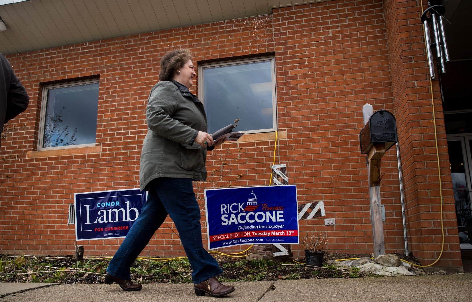 Les électeurs de la 18ecirconscription de Pennsylvanie, ancienne région industrielle, ont voté toute la journée pour départager les candidats républicain Rick Saccone et démocrate Conor Lamb.