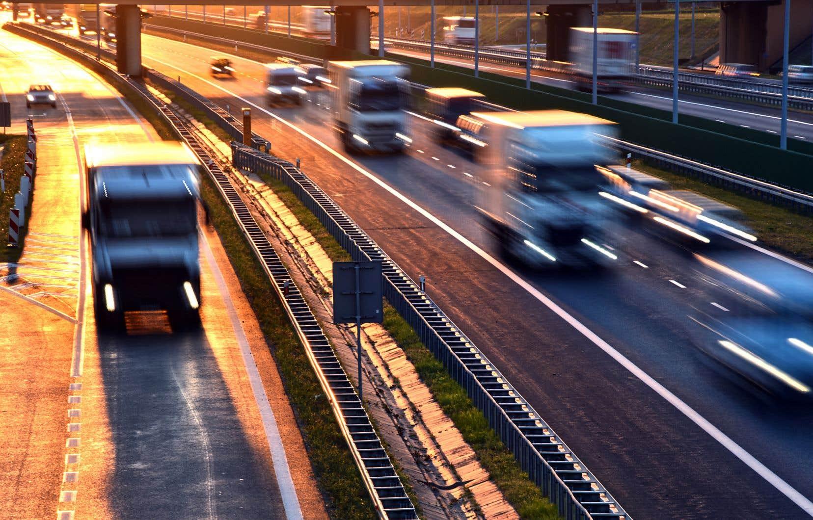 Le PQ a proposé de lancer un projet-pilote qui permettrait de tester, sur un tronçon routier donné, une vitesse maximale de 120km/h, qui serait modulée en fonction des conditions météorologiques.